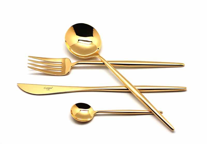 Набор столовых приборов Cutipol Moon Gold, цвет: золотой, 24 предмета. 92319231Набор столовых приборов Bauhaus Gold от компании Cutipol. Набор выполнен из сплава нержавеющей стали 18% хрома и 10% никеля с покрытием из золота 24 карата 0.7 микрон. Позолоченные приборы подчеркнут ваш стиль и аристократический вкус. Толщина приборов - 3.5 мм. Можно мыть в посудомоечной машине. Поставляется в специальном подарочном кейсе, выполненном из дерева, который в последствие может быть использован для хранения столовых приборов.Набор столовых приборов 24 предмета на 6 персон в подарочной коробке. - 6 столовых вилок - 6 столовых ложек - 6 чайных ложек - 6 столовых ножей