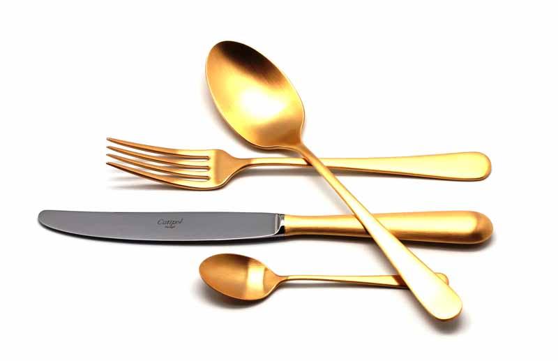 Набор столовых приборов Cutipol Alcantara Gold, цвет: золотой, матовый, 24 предмета. 92929292Набор столовых приборов Bauhaus Gold от компании Cutipol. Набор выполнен из сплава нержавеющей стали 18% хрома и 10% никеля с покрытием из золота 24 карата 0.7 микрон. Позолоченные приборы подчеркнут ваш стиль и аристократический вкус. Толщина приборов - 3.5 мм. Можно мыть в посудомоечной машине. Поставляется в специальном подарочном кейсе, выполненном из дерева, который в последствие может быть использован для хранения столовых приборов. В набор входит:-ложки столовые - 6 шт;-вилки столовые - 6 шт;-ножи столовые - 6 шт;-ложки чайные - 6 шт.