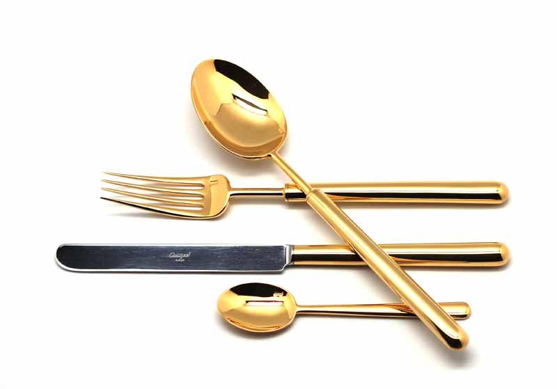Набор столовых приборов Cutipol Bali Gold, цвет: золотой, 24 предмета. 93119311Набор столовых приборов Bali Gold от компании Cutipol. Набор выполнен из сплава нержавеющей стали 18% хрома и 10% никеля с покрытием из золота 24 карата 0.7 микрон. Позолоченные приборы подчеркнут ваш стиль и аристократический вкус. Толщина приборов - 3.5 мм. Можно мыть в посудомоечной машине. В набор входит:-ложки столовые - 6 шт;-вилки столовые - 6 шт;-ножи столовые - 6 шт;-ложки чайные - 6 шт.