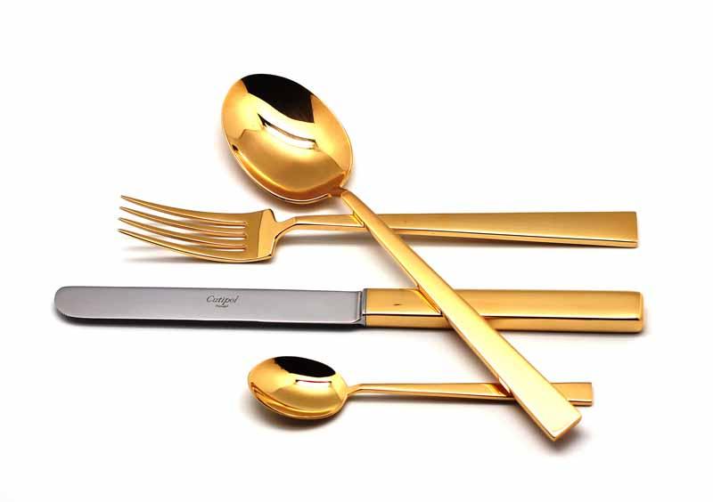 Набор столовых приборов Cutipol Bauhaus Gold, цвет: золотой, 24 предмета. 93219321Набор столовых приборов Bauhaus Gold от компании Cutipol. Набор выполнен из сплава нержавеющей стали 18% хрома и 10% никеля с покрытием из золота 24 карата 0.7 микрон. Позолоченные приборы подчеркнут ваш стиль и аристократический вкус. Толщина приборов - 3.5 мм. Можно мыть в посудомоечной машине. В набор входит: -ложки столовые - 6 шт; -вилки столовые - 6 шт; -ножи столовые - 6 шт; -ложки чайные - 6 шт.