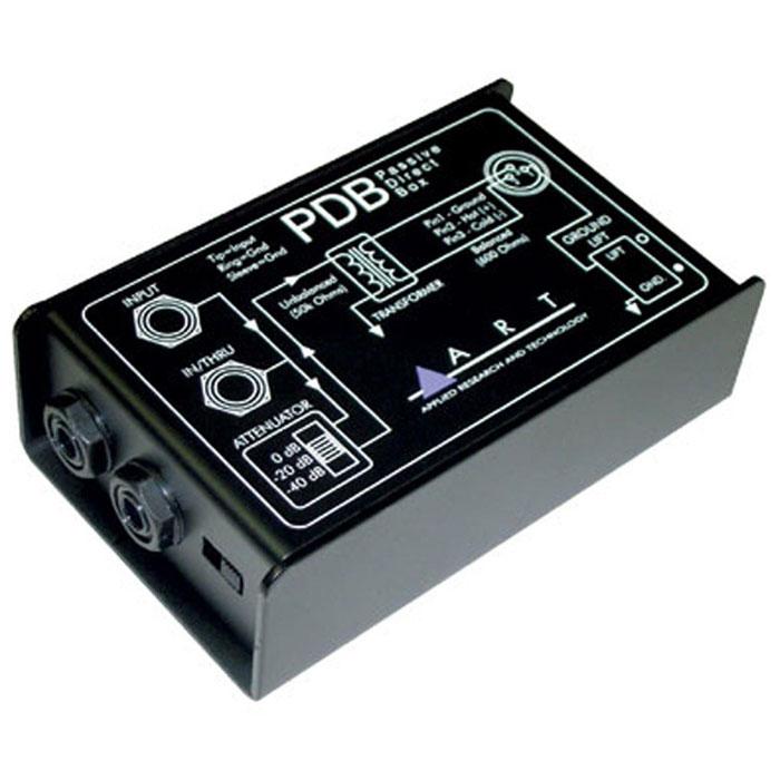 ART PDB директ-боксPDBПассивный директ-бокс ART PDB предназначен для соединения выхода музыкальных инструментов с симметричным входом микшера или другой музыкальной аппаратуры вашей студии. Высокое сопротивление сигнала гитары или бас-гитары преобразовывается с помощью PDB в сбалансированный сигнал с низким сопротивлением, таким образом при записи у вас не будет потери полезного сигнала. На входе каждого канала расположены несимметричный разъем 6.3 мм Jack (unbal) с входным импедансом 50 кОм.