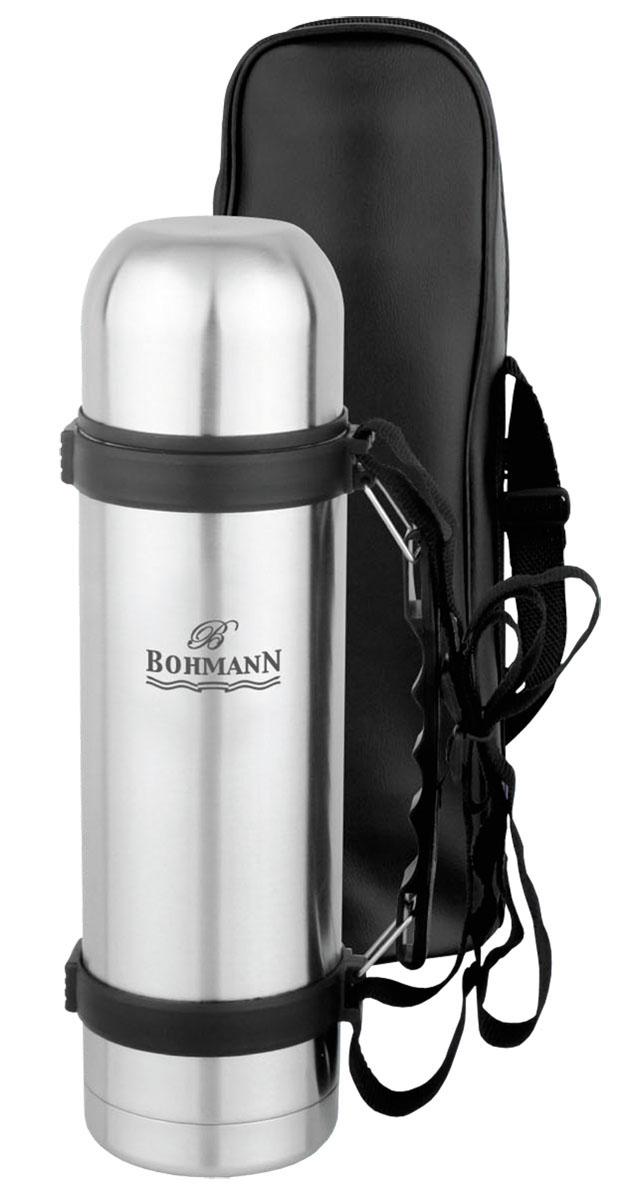 """Термос """"Bohmann"""", изготовленный из высококачественной   нержавеющей стали 18/10, является простым в использовании, экономичным и   многофункциональным. Изделие оснащено   двойными стенками, удобной ручкой, крышкой-чашкой и чехлом. Термос   предназначен для хранения горячих и холодных напитков (чая, кофе) и   укомплектован вакуумной крышкой с кнопкой. Такая крышка удобна в   использовании. Она препятствует проливанию жидкости и позволяет, не   отвинчивая ее, наливать напитки после простого нажатия. Легкий и прочный термос """"Bohmann"""" сохранит ваши напитки горячими или   холодными надолго. Высота (с учетом крышки): 29,5 см.Диаметр горлышка: 5 см."""