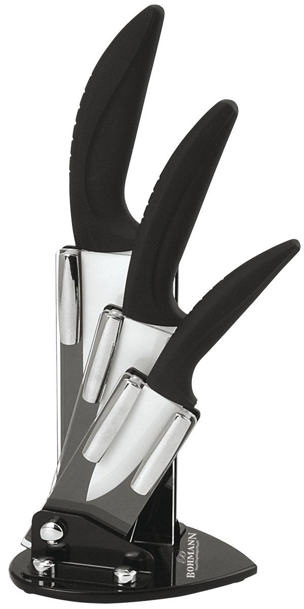 Набор ножей Bohmann, на подставке, цвет: белый, 4 предмета. 5210BH5210BHНабор Bohmann состоит из ножа шеф-повара, универсального ножа, ножа для очистки. Лезвия ножей изготовлены из керамики, благодаря чему обладают сверхвысокой твердостью и износостойкостью. Резать без заточки таким ножом можно долгие годы, на нем не появляются царапины, и при этом он ощутимо легче стального. Керамика не оставляет на продуктах неприятного металлического послевкусия. Продукты, которые вы нарезаете керамическим ножом, не вступают в химическую реакцию, не окисляются и не намагничиваются - то есть сохраняют все свои полезные свойства. Полимерное покрытие препятствует прилипанию продуктов к лезвиям.Эргономичные бакелитовые рукоятки с эффектом Soft-Touch позволят держать нож свободно и максимально удобно. Нарезать продукты или чистить овощи теперь станет намного проще. Подставка изготовлена из прозрачного акрила, на дне имеются резиновые ножки для предотвращения скольжения по поверхности стола. Ножи Bohmann станут незаменимым помощником на кухне и помогут создавать кулинарные шедевры день за днем. Нельзя резать кости, очень твердые и замороженные продукты. Категорически нельзя рубить и скоблить. При чистке просто ополосните водой или протрите кухонным полотенцем.Общая длина ножа шеф-повара: 27 см.Общая длина универсального ножа: 20 см.Общая длина ножа для очистки: 17 см.Размер подставки: 16 см х 12,5 см х 10 см.