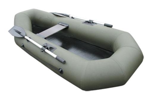 Лодка надувная Лидер Компакт-22029918Небольшая гребная лодка для охотников и рыболовов.Лодка рассчитана на одного пассажира. Одна из самых легких в своем классе. Малый вес лодки позволяет использовать её в труднодоступных местах. Любители зимней рыбалки - могут воспользоватся лодкой для спасение на тонком льду. Для охотников лодка послужит неплохим дополнением при вылове трофея из воды. Баллон лодки разделен на два изолированных отсека, что позволяет лодке удерживаться на плаву в случае серьезных повреждений. В комплекте с лодкой поставляется Гермобаул, который является упаковочной сумкой. В случае необходимости он послужит герметичной сумкой, куда в сырую погоду можно убрать документы или вещи.Комплектация Разъемные алюминиевые весла Фанерная банка 1 шт Помпа-насос 5 лРем-набор Транспортировочная упаковка (рюкзак)Как выбрать надувную лодку для рыбалки. Статья OZON Гид
