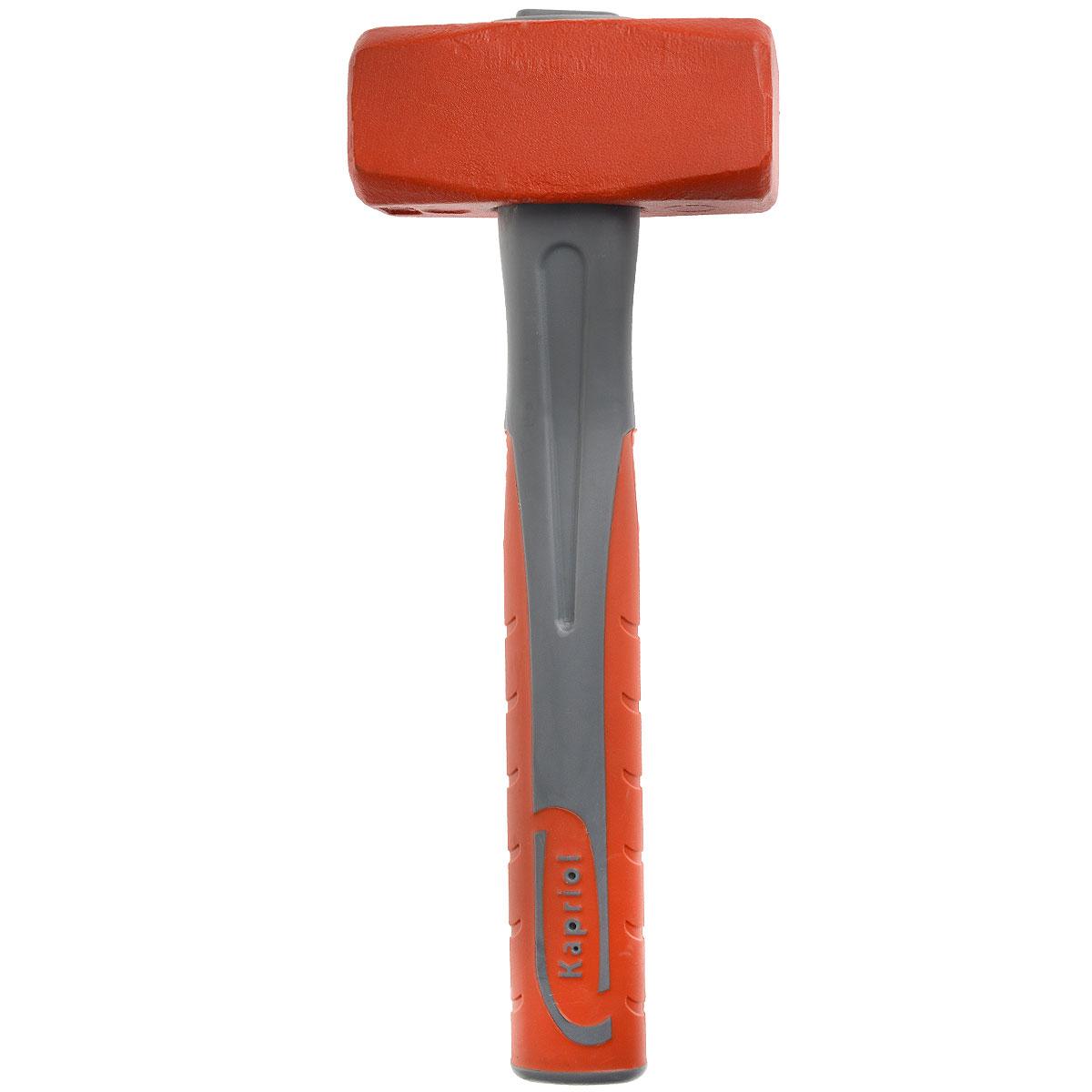 Кувалда Kapriol, длина 28 см, 1500 г. 1016310163Кувалда Kapriol предназначена для нанесения исключительно сильных ударов при обработке металла, на демонтаже и монтаже конструкций.Особенности кувалды:Водоотталкивающие покрытие для работы в любых погодных условиях; Материал головки кувалды - легированная сталь с присадками никеля, хрома и молибдена, что обеспечивает высокую прочность и вязкость; Термическая обработка головки повышает ударопрочность и увеличивает срок службы; Поверхностный слой головки закален, что обеспечивает высокую твердость молотка; Головка соединена с рукояткой с помощью эпоксидного клея; Корпус рукоятки изготовлен из стальной трубы; Эргономичный прорезиненный чехол рукоятки выполняет функцию вибропоглощения; Рукоятка имеет форму соответствующую очертаниям руки, что повышает точность удара и снижает усталость при работе. Характеристики: Материал: сталь, резина, пластик. Длина: 28 см. Вес: 1,5 кг. Размеры кувалды: 28 см х 11 см х 4,5 см.