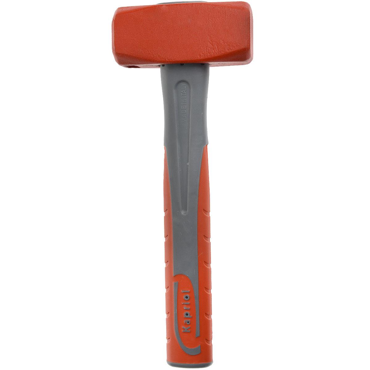 Кувалда Kapriol, длина 28 см, 1200 г. 1015310153Кувалда Kapriol предназначена для нанесения исключительно сильных ударов при обработке металла, на демонтаже и монтаже конструкций. Особенности кувалды:Водоотталкивающие покрытие для работы в любых погодных условиях;Материал головки кувалды - легированная сталь с присадками никеля, хрома и молибдена, что обеспечивает высокую прочность и вязкость;Термическая обработка головки повышает ударопрочность и увеличивает срок службы;Поверхностный слой головки закален, что обеспечивает высокую твердость молотка;Головка соединена с рукояткой с помощью эпоксидного клея;Корпус рукоятки изготовлен из стальной трубы;Эргономичный прорезиненный чехол рукоятки выполняет функцию вибропоглощения;Рукоятка имеет форму соответствующую очертаниям руки, что повышает точность удара и снижает усталость при работе. Характеристики: Материал: сталь, резина, пластик. Длина: 28 см. Вес: 1,2 кг. Размеры кувалды: 28 см х 10,5 см х 4 см.