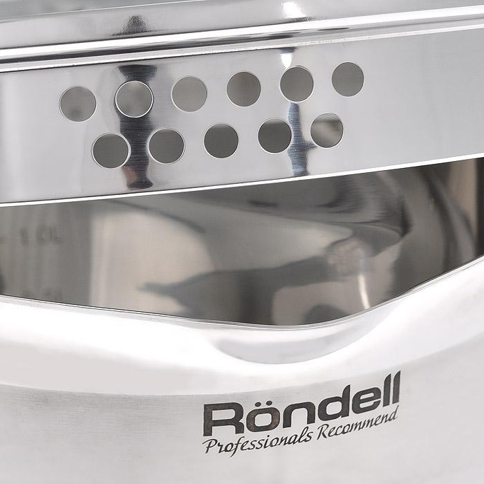 """Набор посуды Rondell """"Flamme"""" состоит из двух кастрюль с крышками и ковша с крышкой. Изделия изготовлены из высококачественной нержавеющей стали. Комбинированная зеркальная и матовая полировка придает посуде безупречный внешний вид, делает ее долговечной и практичной. Уникальный двухэтапный метод технологии тройного дна с вштампованным, а затем вплавленным алюминиевым диском позволяет равномерно распределять и значительно дольше сохранять тепло по стенкам и дну посуды, что предотвращает пригорание пищи и обеспечивает более быстрое приготовление блюд. Посуда продолжает готовить даже после выключения плиты.  Аккумуляция тепла при закрытой крышке создает замкнутый цикл парообразования, позволяя готовить в такой посуде без использования масла и воды или же с их минимальным количеством, благодаря чему сохраняется натуральный вкус продуктов.  Изделия с двух сторон оснащены носиками. Оригинальный дизайн крышки позволяет сливать жидкость без дополнительных усилий, просто повернув крышку перфорированной стороной с отверстиями нужного диаметра к изгибу стенки кастрюли. Вам не нужны прихватки: мягкие силиконовые ручки не нагреваются и не скользят, приятны на ощупь. Плавный переход от дна посуды к ее стенкам - для вашего удобства при помешивании и мытье. С отметками литража на внутренних стенках посуды вы легко сможете соблюдать пропорции рецептуры без применения дополнительных предметов.  Ручки посуды с клепочным креплением удобно лежат в руке и не нагреваются в процессе готовки.  Эргономичный дизайн и функциональность посуды позволит вам наслаждаться приготовлением ваших любимых блюд.   Можно использовать на всех типах плит: газовых, электрических, галогенных, стеклокерамических, индукционных. Можно мыть в посудомоечной машине. Изделия не предназначены для использования в духовке.  В комплекте - книга рецептов от шеф-повара.   Характеристики:  Материал: нержавеющая сталь 18/10, стекло, силикон. Объем ковша: 1,3 л. Диаметр ковша: 16 см. Высота стенки ковша: 8 см. Диаметр кастр"""