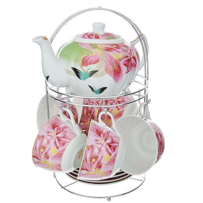 Набор чайный Lillo на подставке, 13 предметов. 213490213490Чайный набор Lillo состоит из шести чашек, шести блюдец и заварочного чайника. Предметы набора изготовлены из высококачественного фарфора и оформлены изображением цветов и бабочек. Все предметы располагаются на удобной металлической подставке с ручкой.Элегантный дизайн набора придется по вкусу и ценителям классики, и тем, кто предпочитает утонченность и изысканность. Он настроит на позитивный лад и подарит хорошее настроение с самого утра.Чайный набор Lillo идеально подойдет для сервировки стола и станет отличным подарком к любому празднику.Чайный набор упакован в красочную подарочную коробку из плотного картона.Характеристики:Материал: фарфор, металл. Объем чашки: 270 мл. Диаметр чашки по верхнему краю: 9,5 см. Высота чашки: 6 см. Диаметр блюдца: 15 см. Объем чайника: 1 л. Размер чайника (с учетом ручки и носика): 23 см х 15 см х 10 см. Размер подставки (Д х Ш х В): 18 см х 18 см х 31 см.
