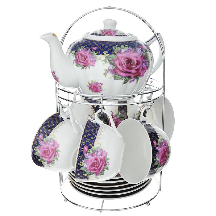 Набор чайный Lillo на подставке, 13 предметов. 213487213487Чайный набор Lillo состоит из шести чашек, шести блюдец и заварочного чайника. Предметы набора изготовлены из высококачественного фарфора и оформлены изображением роз. Все предметы располагаются на удобной металлической подставке с ручкой.Элегантный дизайн набора придется по вкусу и ценителям классики, и тем, кто предпочитает утонченность и изысканность. Он настроит на позитивный лад и подарит хорошее настроение с самого утра.Чайный набор Lillo идеально подойдет для сервировки стола и станет отличным подарком к любому празднику.Чайный набор упакован в красочную подарочную коробку из плотного картона.Характеристики:Материал: фарфор, металл. Объем чашки: 270 мл. Диаметр чашки по верхнему краю: 9,5 см. Высота чашки: 6 см. Диаметр блюдца: 15 см. Объем чайника: 1 л. Размер чайника (с учетом ручки и носика): 23 см х 15 см х 10 см. Размер подставки (Д х Ш х В): 18 см х 18 см х 31 см.