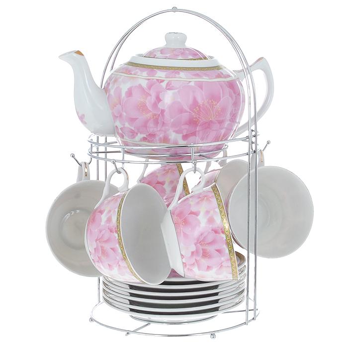 Набор чайный Lillo на подставке, 13 предметов. 213485213485Чайный набор Lillo состоит из шести чашек, шести блюдец и заварочного чайника. Предметы набора изготовлены из высококачественного фарфора и оформлены изображением розовых цветов. Все предметы располагаются на удобной металлической подставке с ручкой.Элегантный дизайн набора придется по вкусу и ценителям классики, и тем, кто предпочитает утонченность и изысканность. Он настроит на позитивный лад и подарит хорошее настроение с самого утра.Чайный набор Lillo идеально подойдет для сервировки стола и станет отличным подарком к любому празднику.Чайный набор упакован в красочную подарочную коробку из плотного картона.Характеристики:Материал: фарфор, металл. Объем чашки: 270 мл. Диаметр чашки по верхнему краю: 9,5 см. Высота чашки: 6 см. Диаметр блюдца: 15 см. Объем чайника: 1 л. Размер чайника (с учетом ручки и носика): 23 см х 15 см х 10 см. Размер подставки (Д х Ш х В): 18 см х 18 см х 31 см.