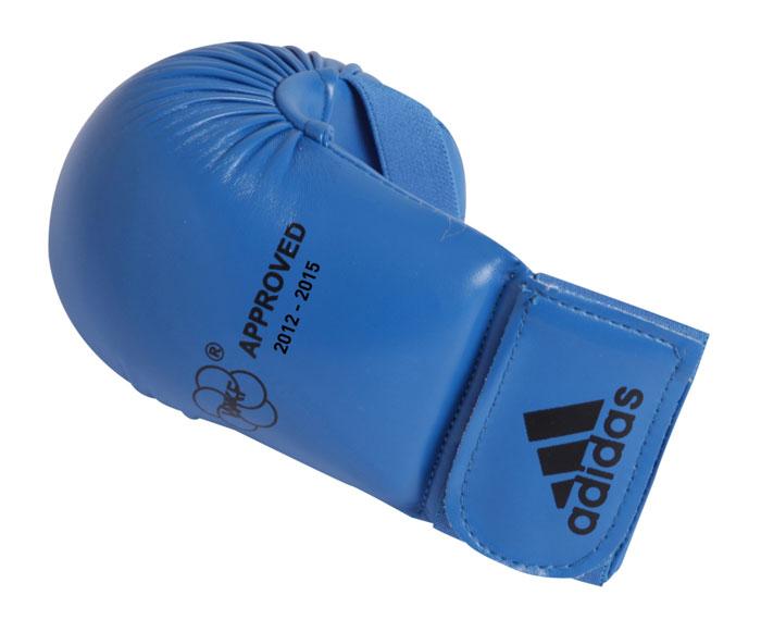 Накладки для карате Adidas WKF Bigger, цвет: синий. 661.22. Размер XL661.22Изогнутые накладки Adidas WKF Bigger с объемным наполнителем необходимы при занятиях спортом для защиты пальцев, суставов и кисти руки в целом от вывихов, ушибов и прочих повреждений. Накладки выполнены из высококачественного полиуретан PU3G. Накладки прочно фиксируются на запястье за счет широкой эластичной ленты на липучке. Удобные и эргономичные накладки Adidas идеально подойдут для занятий карате и другими видами единоборств.Одобрены WKF. Рассчитаны на рост 180-190 см.