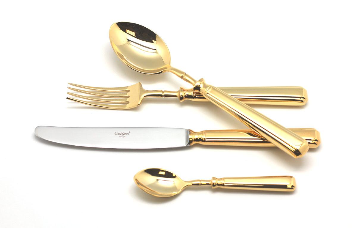 Набор столовых приборов Cutipol Piccadilly Gold, цвет: золотой, 72 предмета. 9141-729141-72Набор столовых приборов Piccadilly Gold от компании Cutipol. Набор выполнен из сплава нержавеющей стали 18% хрома и 10% никеля спокрытием из золота. Позолоченные приборы подчеркнут ваш стиль и аристократический вкус. Эти стильные столовые приборы станутнастоящей изюминкой в сервировке вашего стола. Красивые вилки, ложки, ножи и другие приборы, представленные в наборе, оформлены всовременном стиле. Любой обед станет настоящим торжеством, если на столе будут эти изящные, со вкусом выполненные приборы. Толщинаприборов - 3.5 мм. Можно мыть в посудомоечной машине.Набор столовых приборов 72 предмета на 12 персон в подарочной коробке.– 12 столовых ложек– 12 столовых вилок– 12 столовых ножей– 12 десертных вилок– 12 чайных ложек– 2 нож для масла– 1 ложка для соуса– 1 ложка для сахара– 1 половник– 1 вилка сервировочная– 1 ложка сервировочная– 1 лопатка для торта– 1 нож для мяса– 1 нож для сыра– 1 ложка для салата– 1 вилка для салата