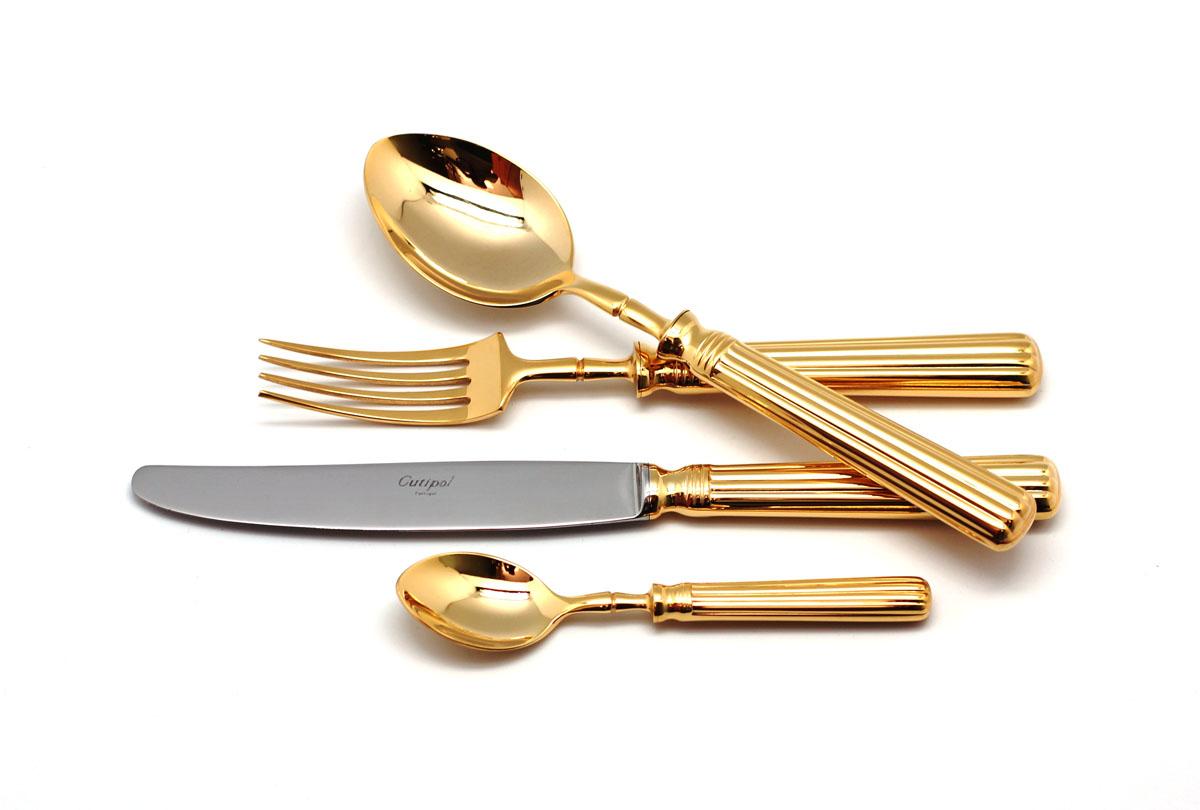 Набор столовых приборов Cutipol Line Gold, цвет: серебристый, 72 предмета. 9171-729171-72Набор столовых приборов Line Gold от компании Cutipol. Набор выполнен из сплава нержавеющей стали 18% хрома и 10% никеля с покрытием из золота. Позолоченные приборы подчеркнут ваш стиль и аристократический вкус. Эти стильные столовые приборы станут настоящей изюминкой в сервировке вашего стола. Красивые вилки, ложки, ножи и другие приборы, представленные в наборе, оформлены в современном стиле. Любой обед станет настоящим торжеством, если на столе будут эти изящные, со вкусом выполненные приборы. Толщина приборов - 3.5 мм. Можно мыть в посудомоечной машине. В набор входит:-ложки столовые - 12 шт;-вилки столовые - 12 шт;-ножи столовые - 12 шт;-вилка десертная - 12 шт;-ложка чайная - 12 шт;-ложка сервировочная - 1 шт;-ложка для сахара - 1 шт;-вилка для мяса - 1 шт;-нож для мяса - 1 шт;-лопатка для торта - 1 шт;-набор для салата - 2 шт;-нож для масла - 2 шт;-нож для сыра - 2 шт;-ложка разливная - 1 шт.
