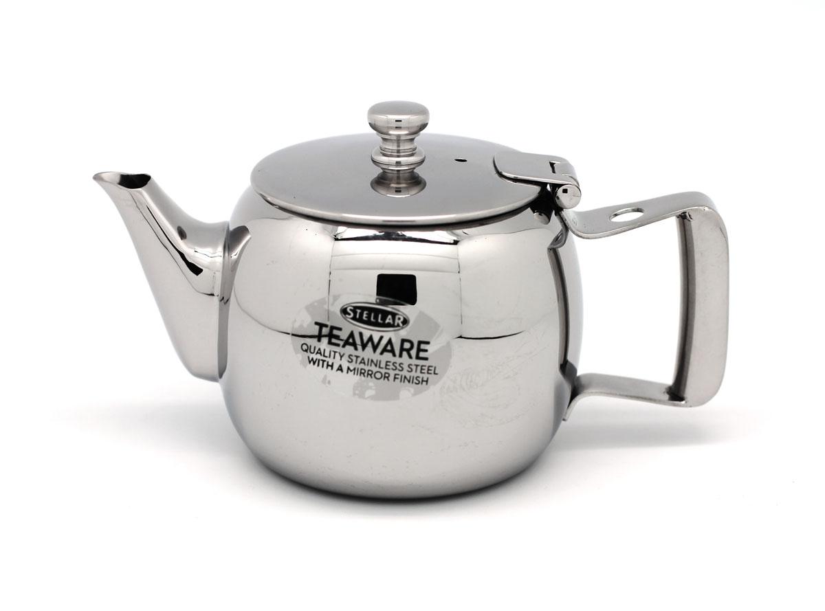 """Чайник заварочный Silampos """"Stellar"""" изготовлен из высококачественной нержавеющей стали 18/10 с зеркальной полировкой. Благодаря специальному покрытию, тепло распределяется равномерно по основанию чайника.Классический стиль и оптимальный объем делают чайник Silampos """"Stellar"""" удобным и оригинальным аксессуаром, который прекрасно подойдет как для ежедневного использования, так и для специальной чайной церемонии.   Посуда Silampos производится с использованием самых последних достижений в области производства изделий из нержавеющей стали. Алюминиевый диск инкапсулируется между дном кастрюли и защитной оболочкой из нержавеющей стали под давлением 1500 тонн. Этот высокотехнологичный процесс устраняет необходимость обычной сварки, ахиллесовой пяты многих производителей товаров из нержавеющей стали. Вместо того, чтобы сваривать две металлические детали вместе, этот процесс соединяет алюминий и нержавеющей стали в единое целое. Метод полной инкапсуляции позволяет с абсолютной надежностью покрыть алюминиевый диск нержавеющей сталью. Это делает невозможным контакт алюминиевого диска с открытым огнем и активной средой некоторых моющий средств. Посуда Silampos является лауреатом многочисленных Португальских и Европейских конкурсов, и по праву сохраняет лидирующие позиции на рынке кухонной посуды в Европе и мире. Посуда изготовлена из нержавеющей стали с добавлением 18% хрома и 10% никеля. Посуду можно мыть в посудомоечной машине, использовать на всех видах плит (газовые, электрических, керамических и индукционных). Оснащена специальным алюминиевым диском - Impact Disk, разработанным с применением передовой технологии соединения диска с дном кастрюли и защитной оболочкой из нержавеющей стали под высоким давлением. Выдерживают температуру до 600°С. Использование алюминиевого жарораспределяющего диска позволяет значительно сократить время приготовления пищи. Производство Португалия.Размер чайника (с учетом ручки и крышки): 15,5 см х 9,5 см х 9,5 см.Диаметр (по верхнему краю): 7 с"""