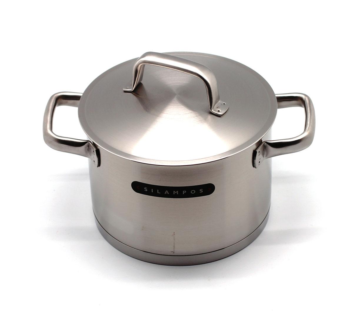 """Кастрюля Silampos """"Move"""" изготовлена из высококачественной нержавеющей стали с матовой полировкой. Термическое дно выдерживает температуру до двух раз превосходящую максимальную температуру, необходимую для приготовления пищи. Изделие оснащено прочными стальными ручками. Специальные изогнутые бортики посуды обеспечивают легкое и аккуратное выливание жидкости. Крышка, выполненная из нержавеющей стали, плотно прилегает к краю посуды.Кастрюлю можно использовать на всех типах плит, включая индукционные. Можно мыть в посудомоечной машине.  Посуда Silampos производится с использованием самых последних достижений в области производства изделий из нержавеющей стали. Алюминиевый диск инкапсулируется между дном кастрюли и защитной оболочкой из нержавеющей стали под давлением 1500 тонн. Этот высокотехнологичный процесс устраняет необходимость обычной сварки, ахиллесовой пяты многих производителей товаров из нержавеющей стали. Вместо того, чтобы сваривать две металлические детали вместе, этот процесс соединяет алюминий и нержавеющей стали в единое целое. Метод полной инкапсуляции позволяет с абсолютной надежностью покрыть алюминиевый диск нержавеющей сталью. Это делает невозможным контакт алюминиевого диска с открытым огнем и активной средой некоторых моющий средств. Посуда Silampos является лауреатом многочисленных Португальских и Европейских конкурсов, и по праву сохраняет лидирующие позиции на рынке кухонной посуды в Европе и мире. Посуда изготовлена из нержавеющей стали с добавлением 18% хрома и 10% никеля. Посуду можно мыть в посудомоечной машине, использовать на всех видах плит (газовые, электрических, керамических и индукционных). Оснащена специальным алюминиевым диском - Impact Disk, разработанным с применением передовой технологии соединения диска с дном кастрюли и защитной оболочкой из нержавеющей стали под высоким давлением. Выдерживают температуру до 600°С. Использование алюминиевого жарораспределяющего диска позволяет значительно сократить время приготовления пищи."""