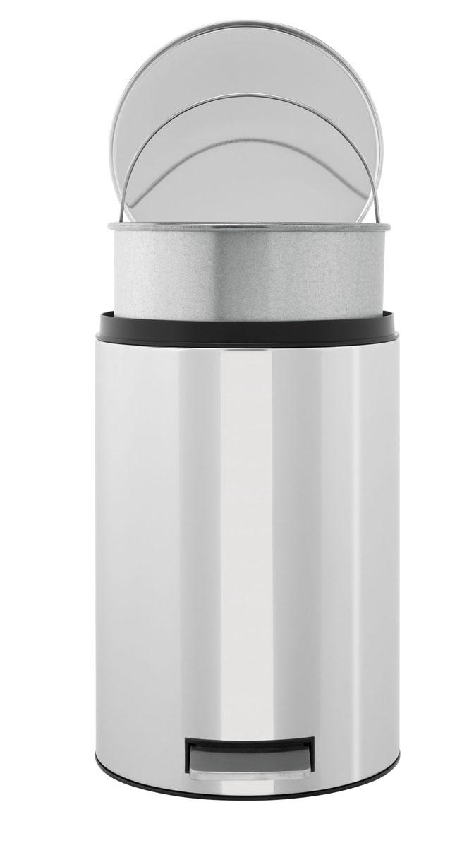 Ведро для мусора Brabantia, с педалью, 12 л123405Педальный бак Brabantia на 12 л поистине универсален и идеально подходит для использования на кухне или в гостиной. Достаточно большой для того, чтобы вместить весь мусор, при этом достаточно компактный для того, чтобы аккуратно разместиться под рабочим столом. Предотвращает распространение запахов – прочная не пропускающая запахи металлическая крышка. Плавное и бесшумное открытие/закрытие крышки. Удобный в использовании – при открывании вручную крышка фиксируется в открытом положении, закрывается нажатием педали. Надежный педальный механизм, высококачественные коррозионно-стойкие материалы. Удобная очистка – прочное съемное внутреннее пластиковое ведро. Предохранение пола от повреждений - пластиковое защитное основание. Всегда опрятный вид – идеально подходящие по размеру мешки для мусора со стягивающей лентой (размер C). 10-летняя гарантия Brabantia.