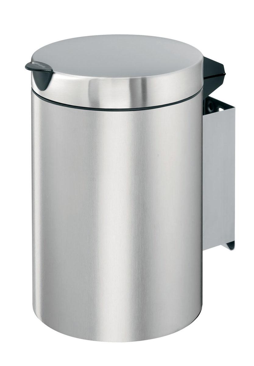 Бак мусорный Brabantia, настенный, цвет: матовая сталь, 3л313264Отличный выбор для ванной комнаты и туалета! Бесшумный и не пропускающий запах бак. Удобная очистка – съемное внутреннее ведро из пластика. Настенный бак легко снимается с изготовленного из нержавеющей стали держателя для оптимальной очистки. Долговечность – изготовлен из высококачественных коррозионно-стойких материалов. Всегда опрятный вид – идеально подходящие по размеру мешки для мусора со стягивающей лентой (размер A). 10-летняя гарантия Brabantia.