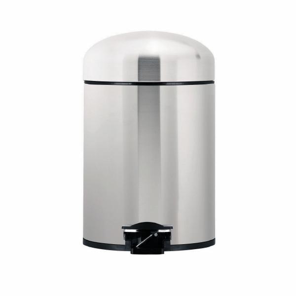 Бак мусорный Brabantia Retro, с педалью, цвет: стальной матовый FPP, 5 л361883Идеальное решение для ванной комнаты и туалета!Предотвращает распространение запахов - прочная не пропускающая запахи металлическая крышка.Плавное и бесшумное открывание/закрывание крышки.Надежный педальный механизм, высококачественные коррозионно-стойкие материалы.Удобная очистка – прочное съемное внутреннее ведро из пластика.Бак удобно перемещать – прочная ручка для переноски.Отличная устойчивость даже на мокром и скользком полу – противоскользящее основание.Предохранение пола от повреждений – пластиковый защитный обод.Всегда опрятный вид – идеально подходящие по размеру мешки для мусора со стягивающей лентой (размер B).10-летняя гарантия Brabantia.