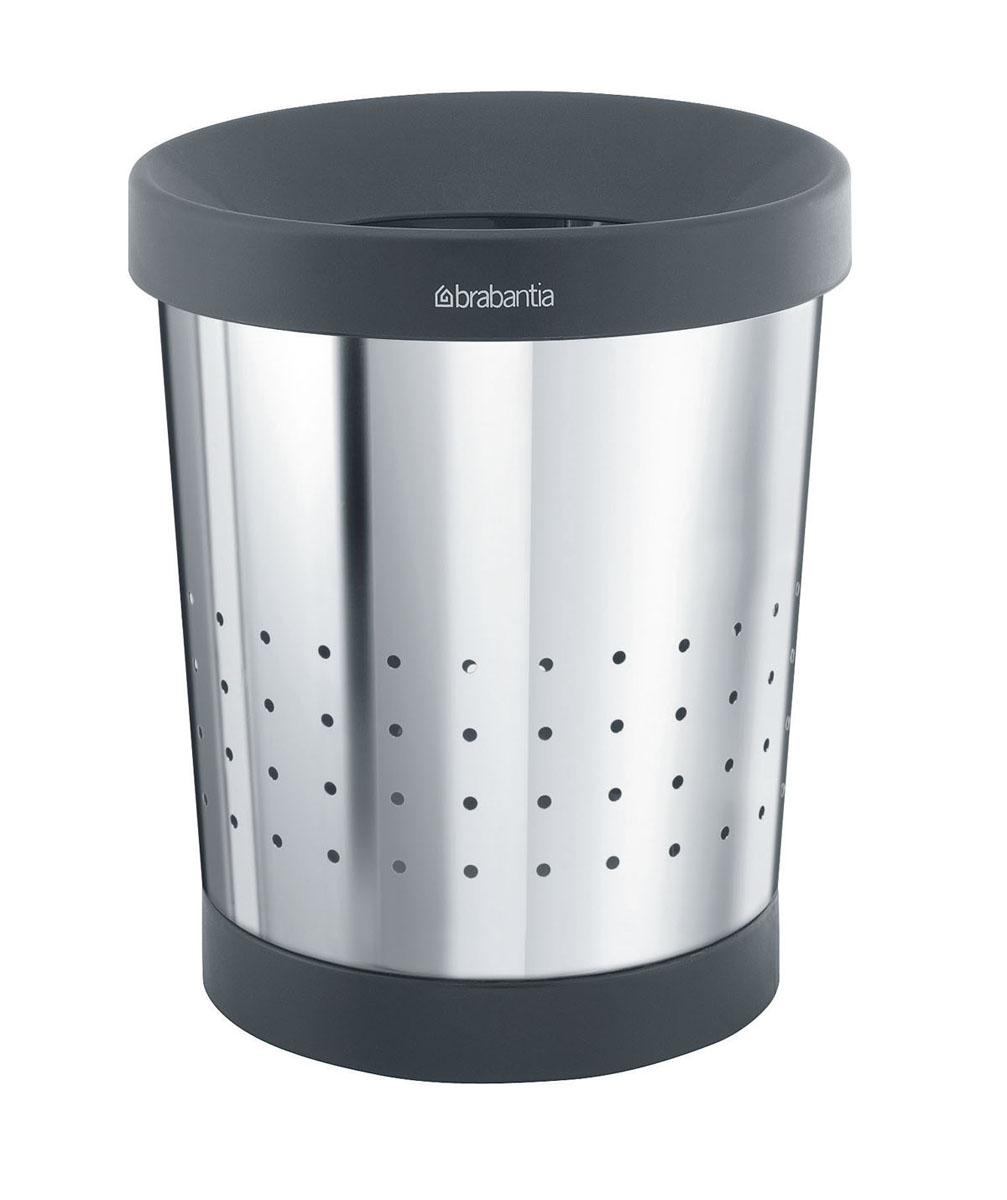 Корзина для бумаг Brabantia, цвет: стальной полированный, 5 л. 36428032110677Содержимое эстетично спрятано – практичный дизайн.Удобная фиксация мешков для мусора – съемный верхний обод.Перфорация – элегантный дизайн и дополнительная легкость.Предохранение пола от повреждений – пластиковый защитный обод.Опрятный вид – идеально подходящие по размеру мешки для мусора PerfectFit (размер В).