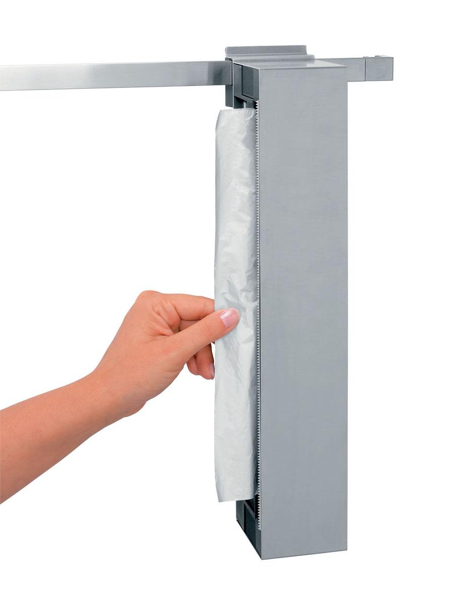 Держатель для пленки и фольги Brabantia, навесной, цвет: стальной матовый. 460128460128Компактный держатель может устанавливаться вертикально на рейлинге либо крепиться к стене в горизонтальном положении. Держатель можно удобно расположить в любых интерьерных комбинациях.Конструкция позволяет устанавливать рулоны как с правой, так и с левой стороны. Зубчатое полотно из нержавеющей стали позволяет удобно отрезать кусок пленки или фольги нужной длины без смятия. Отлично впишется в современный и классический интерьер благодаря стильному классическому дизайну. Удобная смена рулонов. Подходит для всех распространенных размеров рулонов (макс. 305 x 35 мм). Прочный и удобный в очистке, изготовлен из нержавеющей стали. 5 лет гарантии Brabantia.