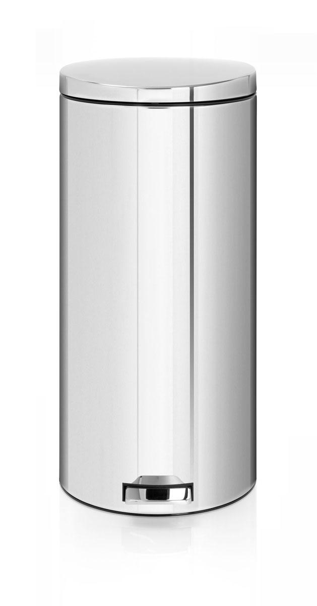 Бак мусорный Brabantia, с педалью, цвет: стальной полированный, 30 л. 478840478840Вместительный бак Brabantia на 30 л с уникальным механизмом бесшумного открытия/закрытия крышки идеально подходит для использования на кухне или в гостиной. Бесшумное открывание/закрывание и мягкий ход педали. Надежный педальный механизм, высококачественные коррозионно-стойкие материалы. Умная фиксация крышки – при открывании крышка не касается стены благодаря уникальной конструкции крепления. Удобная очистка – съемное внутреннее ведро из пластика. Бак удобно перемещать – прочная ручка для переноски. Отличная устойчивость даже на мокром и скользком полу – противоскользящее основание. Предохранение пола от повреждений – пластиковый защитный обод. Всегда опрятный вид – идеально подходящие по размеру мешки для мусора со стягивающей лентой (размер G). 10-летняя гарантия Brabantia.