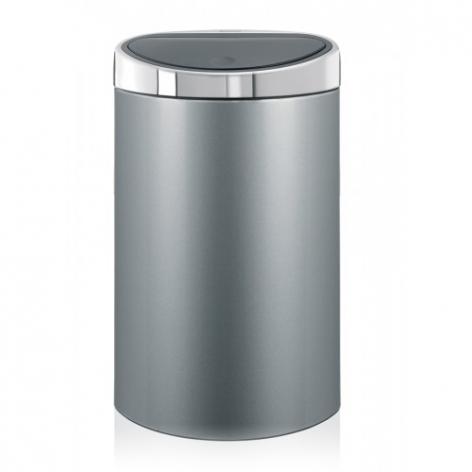 Бак мусорный Brabantia Touch Bin, цвет: серый металлик, 40 л. 361722361722Стильный Touch Bin на 40 литров – непременный атрибут каждой гостиной или кухни. Порадуйте себя и удивите гостей! Бесшумное открывание/закрывание крышки легким касанием – система «soft touch». Удобная смена мешков для мусора – съемный блок крышки из нержавеющей стали. Компактный – плоская задняя стенка позволяет устанавливать бак вплотную к стене или в углу. Удобная очистка – съемное внутреннее ведро из пластика с вентиляционными отверстиями, предотвращающими образование вакуума при вынимании полного мусорного мешка. Легкое перемещение с места на место – прочная ручка для переноски. Предохранение пола от повреждений – пластиковый защитный обод. Бак изготовлен из коррозионно-стойких материалов – долговечность и удобство в очистке. Всегда опрятный вид – идеально подходящие по размеру мешки для мусора со стягивающей лентой (размер L). 10-летняя гарантия Brabantia.