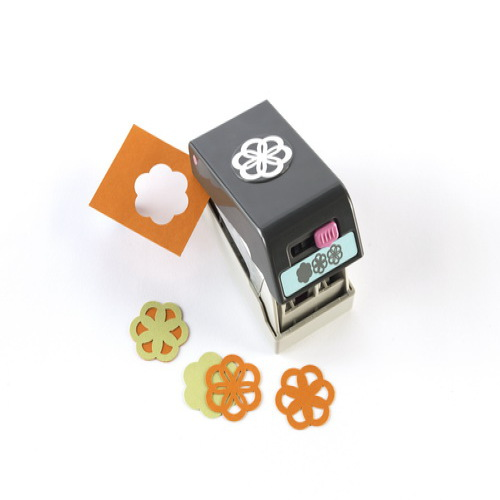 Фигурный дырокол EK Tools 3D: Цветок. EKS-54-90007EKS-54-90007Фигурный дырокол 3D: Цветок используется для создания объемного цветка 3D. Передвигая рычажок на дыроколе вырубаются три разных силуэта. Соедините их при помощи клеевых подушечек и получится объемный цветок. Прекрасно подойдет для оформления открыток (кардмейкинг) и страниц скрап-альбомов (скрапбукинг).Характеристики: Материал: пластик, металл. Общий размер дырокола: 11,5 см х 6 см х 5,5 см. Диаметр вырубаемой части: 3,5 см. Плотность бумаги: 120-160 г/м2 (не более 2 листов одновременно). Производитель: США.Рекомендуемый возраст: от 3 лет.
