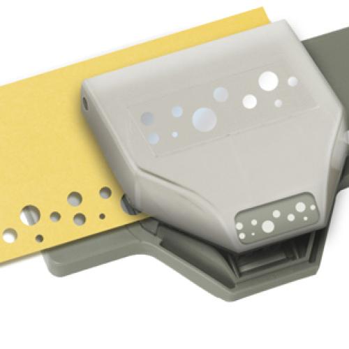 Фигурный дырокол EK Tools Швейцарский сыр. EKS-54-40114EKS-54-40114Фигурный дырокол для края Швейцарский сыр используется для создания оригинальныхоткрыток, оформления подарков, в бумажном творчестве. Прекрасныйподарок для ребенка.Порядок работы: вставьте лист в дырокол и надавите рычаг, сдвиньтедырокол вдоль листа до совпадения вырубки с рисунком и надавите нарычаг снова. Дыроколом можно сделать два типа фигурок - сплошную иажурную, для переключения режима имеется специальная кнопка. Характеристики: Материал: пластик, металл. Общий размер дырокола: 13,5 см х 7 см х 3 см. Размер вырубаемой части: 2,5 см; 3,5 см; 5 см. Плотность бумаги: 120-160 г/м2 (не более 2 листов одновременно). Производитель: США.Рекомендуемый возраст: от 3 лет.
