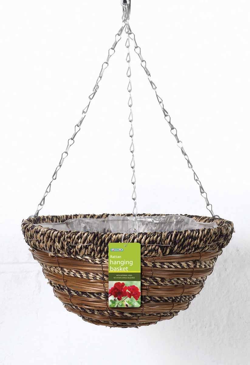 """Подвесная плетеная корзина """"Gardman"""" изготовлена из сизалевого волокна. Каркас выполнен из металла. Корзина уже оснащена специальной пленкой и полностью готова для посадки растений. Прекрасно подходит для цветов. Подвешивается с помощью специальной тройной металлической цепи с крючком.Кашпо часто становятся последним штрихом, который совершенно изменяет интерьер помещения или ландшафтный дизайн сада. Благодаря такому кашпо вы сможете украсить вашу комнату, офис или сад.   Характеристики: Материал: металл, сизаль. Диаметр корзины: 35 см. Высота корзины: 18 см. Товары для садоводства от Gardman - это вещи, сделанные с любовью, с истинно английской практичностью, основанной на глубоких традициях садоводства Великобритании. Эти товары широко известны садоводам Европы, США, Канады и Японии. Демократичные цены и продуманный ассортимент Gardman завоевал признательность и российского покупателя, достойного хороших, качественных вещей. В ассортименте Gardman есть практически все, что нужно современному садоводу - от совочка для рассады до предметов декора и ландшафтного дизайна."""