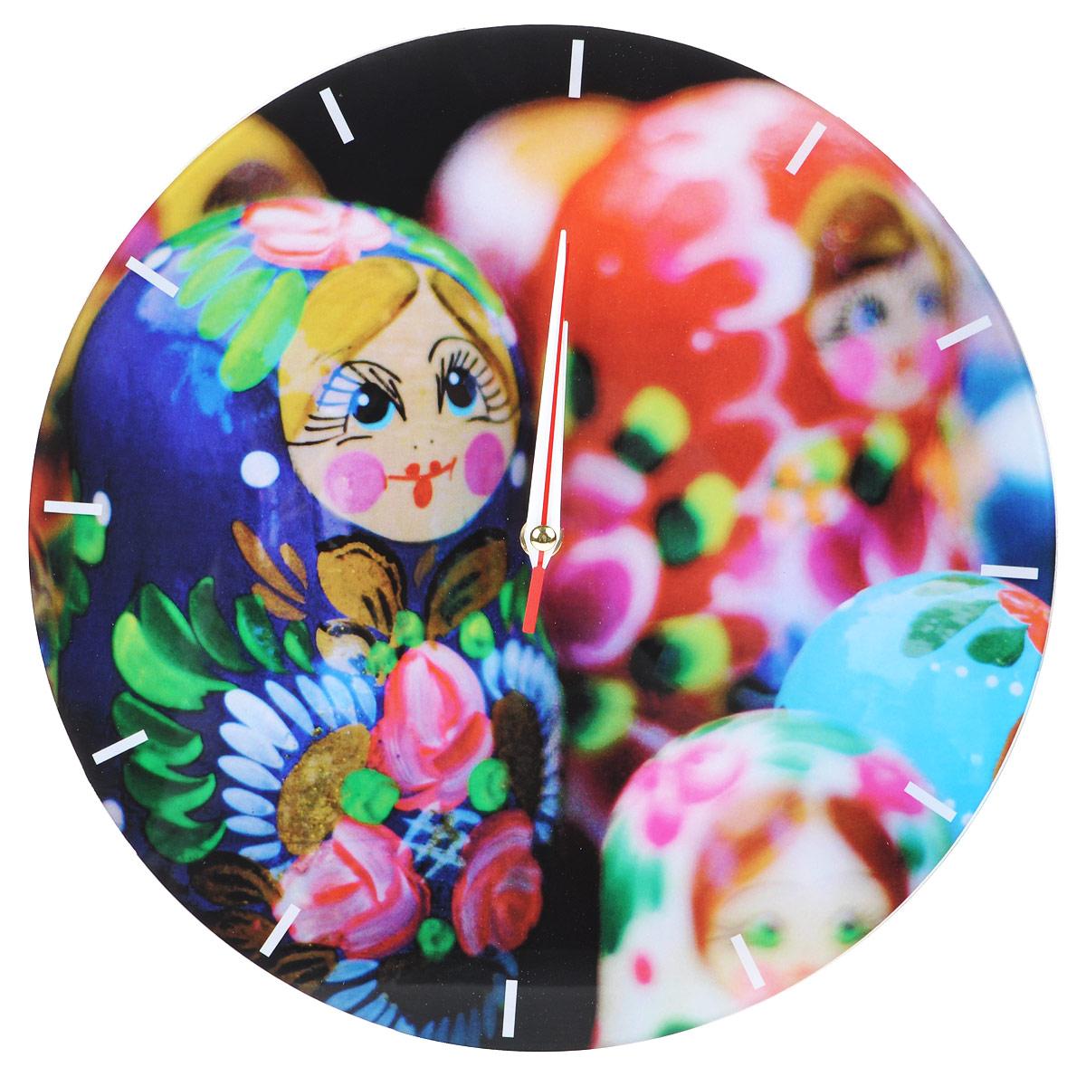 Часы настенные Матрешки, стеклянные, цвет: мульти. 9554495544Оригинальные настенные часы Матрешки круглой формы выполнены из стекла и оформлены изображением матрешек. Часы имеют три стрелки - часовую, минутную и секундную. Циферблат часов не защищен. Необычное дизайнерское решение и качество исполнения придутся по вкусу каждому.Оформите свой дом таким интерьерным аксессуаром или преподнесите его в качестве презента друзьям, и они оценят ваш оригинальный вкус и неординарность подарка. Характеристики:Материал: пластик, стекло. Диаметр: 28 см. Работают от батарейки типа АА (в комплект не входит).
