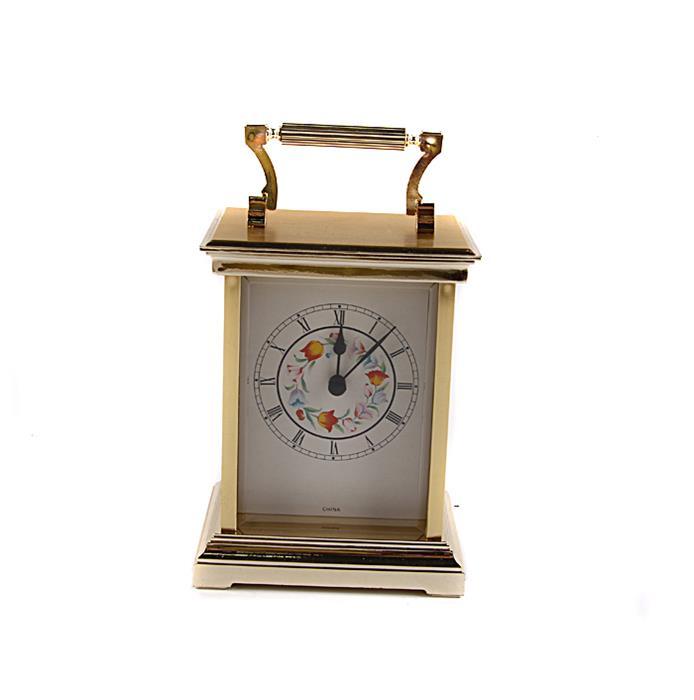 Каретные часы в винтажном стиле. Композитный материал, роспись, стекло,Китай, конец XX века843473Каретные часы в винтажном стиле. Композитный материал, роспись, стекло,Китай, конец XX века. Высота 15 см, ширина 13 см, длина 10 см. Сохранность хорошая. Часовой механизм современный, на AA-батарейке. Часы прямоугольной формы с ручкой для переноса выполнены в классическом винтажном стиле. Задняя дверца открывается. Изысканные винтажные каретные часы станут особенным украшением Вашего рабочего кабинета или гостиной с камином! Часы привнесут в интерьер нотку истинного аристократизма и блестяще подчеркнут безупречный вкус и благородный стиль владельца.