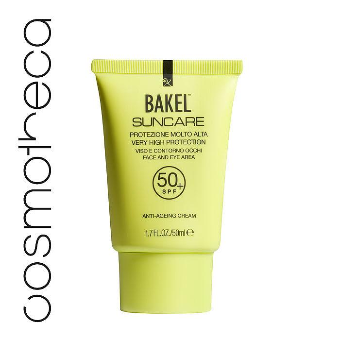 Bakel Крем Suncare для кожи лица и области вокруг глаз, солнцезащитный, антивозрастной, SPF 50+, 50 млSUNF50+Кожа лица особенно чувствительна к воздействию солнечных лучей, поэтому правильный выбор солнцезащитного средства существенно влияет на свежесть загара и помогает сохранить молодость.Bakel Suncare содержит особые компоненты, удовлетворяющие всем потребностям вашей кожи.Керамиды (физиологические компоненты кожи) наряду с антивозрастным воздействием повышают тонус кожи и эластичность.Солодовый экстракт препятствует разрушению волокон коллагена из-за воздействия ультрафиолетовых лучей. Масло карите глубоко питает кожу и делает ееболее упругой.Вода гамамелиса виргинского - успокаивающее действие, антиоксидант; Диэтилгексил карбонат и этилгексил пальмитат - увлажнение; Олеил олеат - увлажнение; Оксид цинка - защита от УФ-лучей; Диоксид титана - защита от УФ-лучей; Этилгексилметоксициннамат - защита от УФ-лучей;Каприловый, каприновый триглицерид - питание; Глицерин - питание;Гидролизованный солодовый экстракт - антивозрастное воздействие, укрепление; Глицерил стеарат и изононилизононаноат - увлажнение; Масло карите - питание, антивозрастное воздействие; Лаурат сахарозы - увлажнение; Октокрилен - защита от УФ-лучей; Церамид 3 - антивозрастное воздействие, укрепление; Масло цветков римской ромашки - успокаивающее действие; Ксантановая смола - увлажнение; Диоксид кремния (источник минералов) - защита;Глицерил каприлат и глицерил больденона - увлажнение. Характеристики:Объем: 50 мл. Товар сертифицирован.