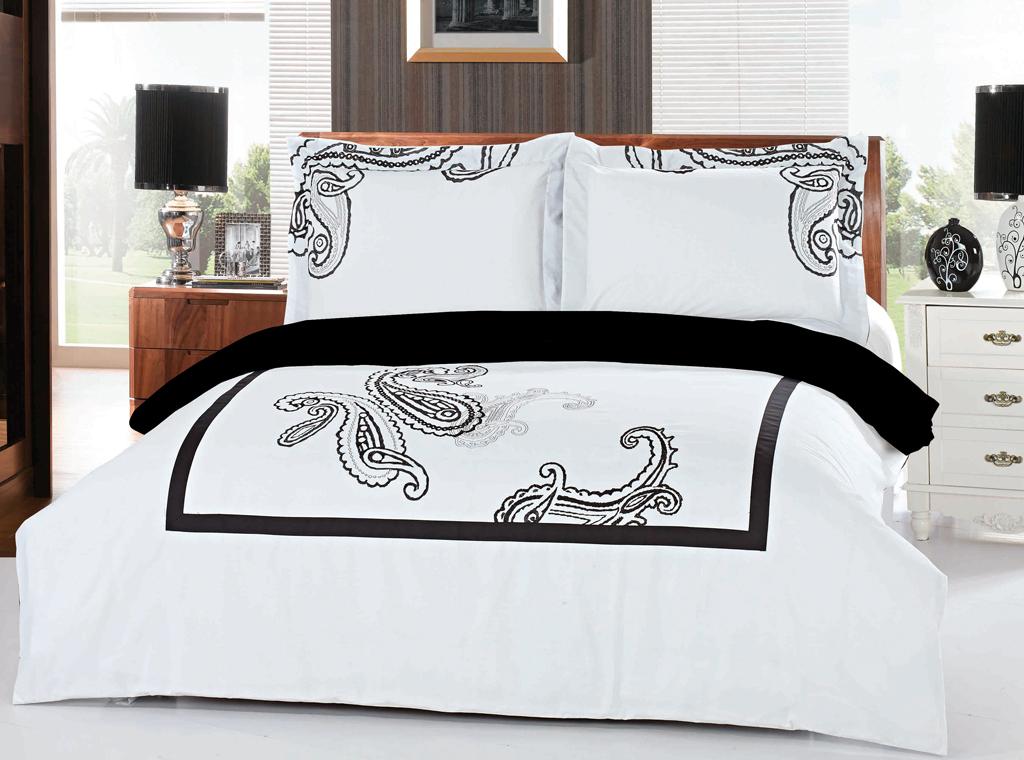 Комплект белья SL (2-х спальный КПБ, хлопок, наволочки 50х70). 0940309403Роскошный комплект постельного белья SL выполнен из натурального хлопка белого цвета и оформлен изящной вышивкой в виде турецких огурцов. Комплект состоит из пододеяльника, простыни и двух наволочек. Постельное белье SL подобно облаку сочетает в себе плотность цвета и безграничную нежность фактуры. Это белье обладает волшебной практичностью, а потому оказываться на седьмом небе станет вашим привычным занятием.Доверьте заботу о качестве вашего сна высококачественному натуральному материалу.Хлопок - ткань прочная, мягкая, обладает низкой сминаемостью, легко стирается и хорошо гладится. При соблюдении рекомендуемых условий стирки, сушки и глажения ткань имеет усадку по ГОСТу, сохраняется яркость текстильных рисунков.Комплект упакован в подарочную картонную коробку, украшенную сюжетами по мотивам картин эпохи Возрождения. Характеристики: Материал: 100% хлопок. Цвет: белый, черный. В комплект входят: Пододеяльник - 1 шт. Размер: 180 см х 200 см. Простыня - 1 шт. Размер: 210 см х 230 см. Наволочка - 2 шт. Размер: 50 см х 70 см. Soft Line - мягкая эстетика для вас и вашего дома! Основанная в 1997 году, компания Soft Line является путеводителем по мягкому миру текстиля, полному удивительных достопримечательностей!Высочайшее качество тканей в сочетании с эксклюзивным дизайном и изысканными отделками неизменно привлекают как требовательно покупателя, так и взысканного профессионала!Компания Soft Line предлагает широчайший ассортимент высококачественной продукции разных стилей и направлений. Это и постельное белье из тканей различных фактур и орнаментов, а также уютные пледы, покрывала, стильные пляжные наборы, очаровательные комплекты для маленьких эстетов, воздушные банные халаты для их родителей, текстиль для гостиниц и домов отдыха, удобные матрасы и практичные наматрасники, изысканные шторы и разнообразное столовое белье. УВАЖАЕМЫЕ КЛИЕНТЫ! Обращаем ваше внимание, на тот факт, что изображенный на фот
