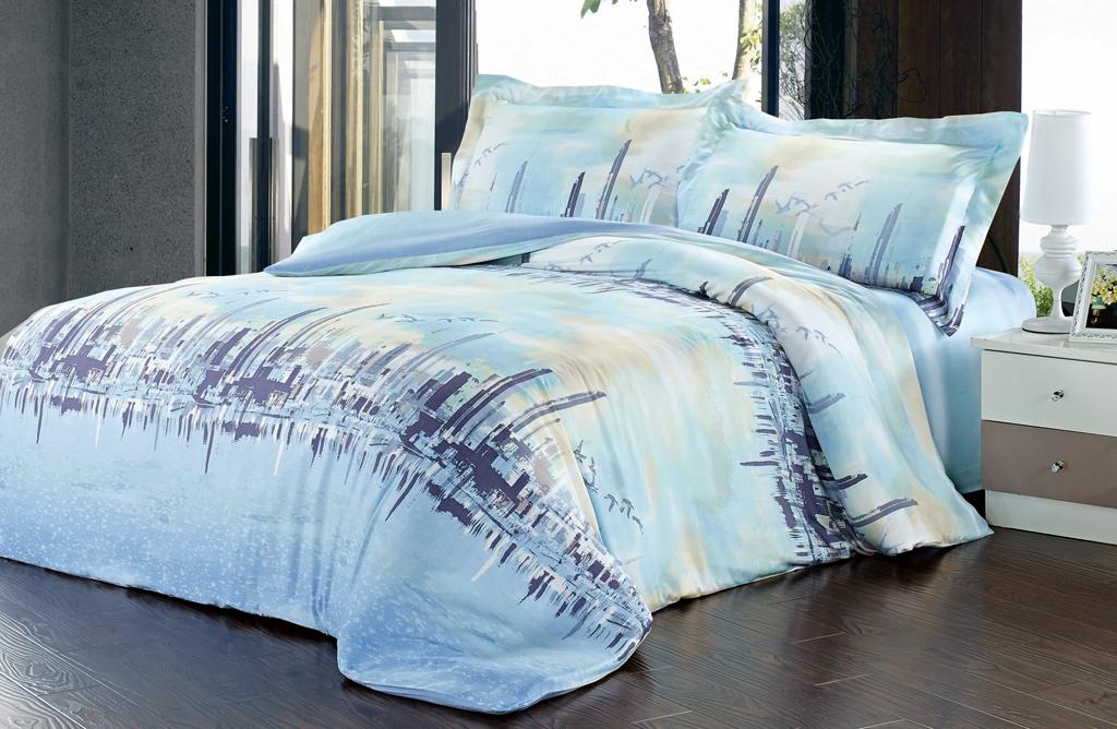 """Роскошный комплект постельного белья """"SL"""" выполнен из модала голубого цвета и оформлен красочным рисунком. Комплект состоит из пододеяльника, простыни и двух наволочек. Постельное белье """"SL"""" подобно облаку сочетает в себе плотность цвета и безграничную нежность фактуры. Это белье обладает волшебной практичностью, а потому оказываться на седьмом небе станет вашим привычным занятием.  Доверьте заботу о качестве вашего сна высококачественному натуральному материалу.Модал - это 100% натуральная ткань. Она получена путем переработки распущенной целлюлозы, сырьем для которой служит древесина бука. Благодаря новым методам обработки эта ткань более стойкая, прочная и шелковистая. После стирки модал остается мягким, гибким и быстро сушится.  Комплект упакован в подарочную картонную коробку, украшенную сюжетами по мотивам картин эпохи Возрождения.   Характеристики: Материал: 100% модал. Цвет: голубой. В комплект входят: Пододеяльник - 1 шт. Размер: 200 см х 220 см. Простыня - 1 шт. Размер: 230 см х 260 см. Наволочка - 2 шт. Размер: 50 см х 70 см. """"Soft Line"""" - мягкая эстетика для вас и вашего дома! Основанная в 1997 году, компания """"Soft Line"""" является путеводителем по мягкому миру текстиля, полному удивительных достопримечательностей!Высочайшее качество тканей в сочетании с эксклюзивным дизайном и изысканными отделками неизменно привлекают как требовательно покупателя, так и взысканного профессионала!Компания """"Soft Line"""" предлагает широчайший ассортимент высококачественной продукции разных стилей и направлений. Это и постельное белье из тканей различных фактур и орнаментов, а также уютные пледы, покрывала, стильные пляжные наборы, очаровательные комплекты для маленьких эстетов, воздушные банные халаты для их родителей, текстиль для гостиниц и домов отдыха, удобные матрасы и практичные наматрасники, изысканные шторы и разнообразное столовое белье. УВАЖАЕМЫЕ КЛИЕНТЫ! Обращаем ваше внимание, на тот факт, что изображенный на фотографии комплект постельного белья служит для демонс"""
