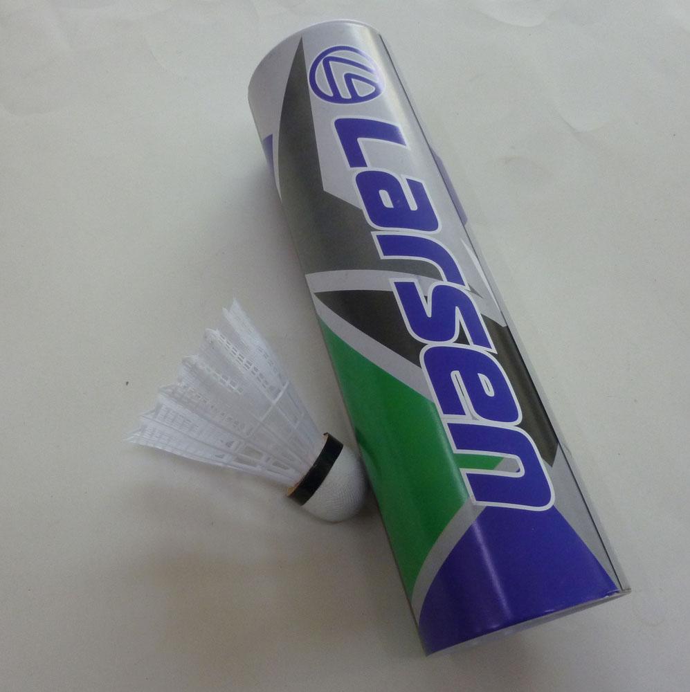 Набор нейлоновых воланов для бадминтона Larsen S-320, цвет: белый, 6 шт245109Набор для бадминтона Atemi состоит из шести белый перьевых воланов. Головка волана выполнена из искусственной пробки, а перья из нейлона.Волан для игры в бадминтон влияет на процесс игры не меньше, чем ракетка. .