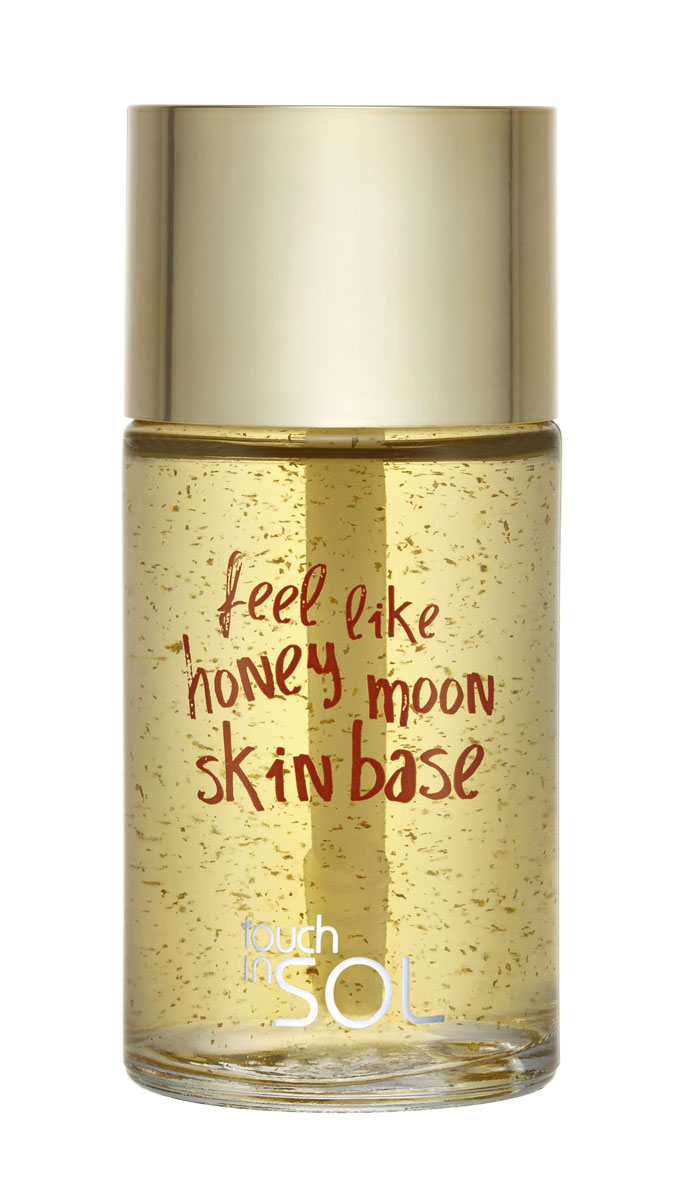 Touch In Sol Медовая база для лица Feel Like Honey Moon, оживляющая, 32 гУТ000000481Мультифункциональная основа. Медовая текстура укрепляет и оживляет кожу, разглаживая ее. Гидро-комплекс: гидролизованный коллаген, гиалуроновая кислота, и экстракт меда мгновенно воздействуют на нее, улучшая и оживляя тусклый тон кожи, а также придавая естественное сияние. Комплекс из 4 цветочных экстрактов помогает сохранить кожу влажной, освобождает ее от раздражения, восстанавливающий комплекс CLR помогает восстановить усталую кожу, улучшает тон. Характеристики:Вес: 32 г. Товар сертифицирован.Вода, глицерин, спирт, бетаин, карбомер , PEG-40 гидрогенизированное касторовое масло, феноксиэтанол, триэтаноламин, полиакрилат натрия, метилпарабен, CI 15985, CI 19140, аллантоин, пантенол, экстракт меда, экстракт коллагена, экстракт портулака огородного, гиалуроновая кислота, ароматизатор, гидролизованная смола цезальпинии спиноза, смола цезальпинии спиноза, сорбат калия, бензофенон-5, экстракт цветков лотоса орехоносного, экстракт цветков жасмина лекарственного (жасмина), экстракт цветков лаванды узколистной (лаванды), экстракт цветков розы столистной, экстракт цветков/листьев/ствола/ лилия ланцетолистной, экстракт ириса мечевидного, экстракт цветков розеллы, экстракт цветков ромашки римской, двунатриевая ЭДТК, бифида фермент лизат, CI 77480 золото.