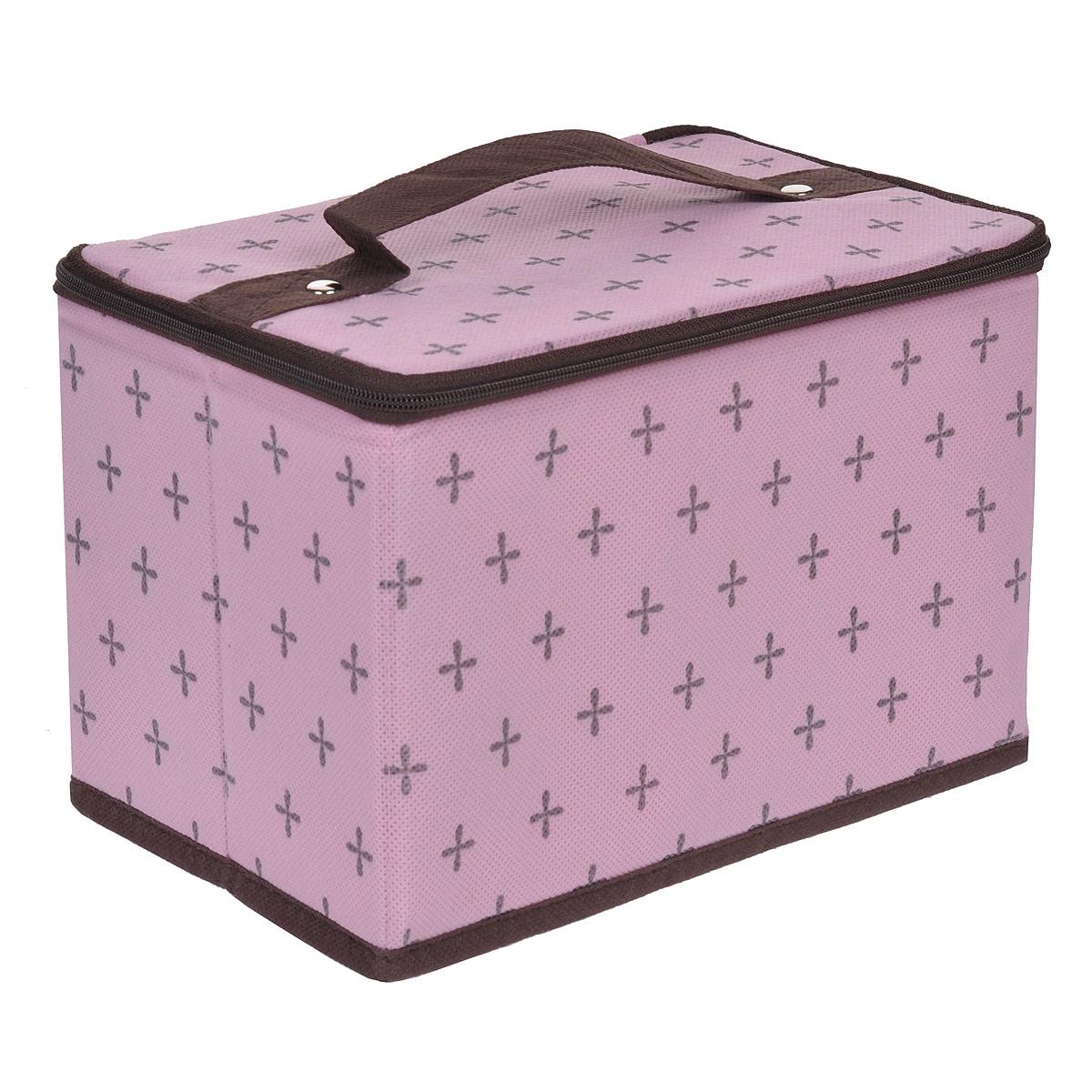 Кофр для хранения FS-6123, цвет: розовый, 22 см х 14 см х 15 смFS-6123Кофр для хранения FS-6123 изготовлен из высококачественного нетканого материала, который позволяет сохранять естественную вентиляцию, а воздуху свободно проникать внутрь, не пропуская пыль. Благодаря специальным вставкам, кофр прекрасно держит форму, а эстетичный дизайн гармонично смотрится в любом интерьере. Внутри кофра - накладной карман на задней стенке. На внутренней стороне крышки расположено 5 узких продолговатых карманов и крепление в виде резинки. Кофр закрывается крышкой на застежку-молнию, сверху имеется ручка. Мобильность конструкции обеспечивает складывание и раскладывание одним движением.Такой кофр сэкономит место и сохранит порядок в доме. Характеристики:Материал: нетканый материал. Цвет: розовый. Размер кофра (Ш х Д х В): 22 см х 14 см х 15 см.