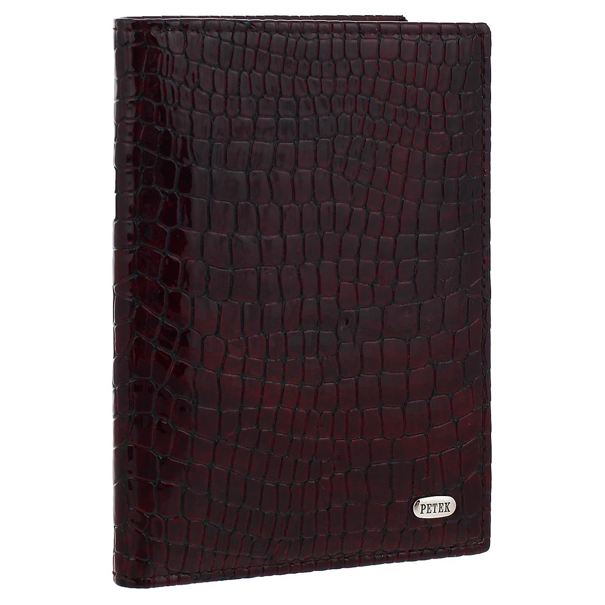 Обложка на автодокументы Burgundy, цвет: баклажан. 584.091.03Натуральная кожаОбложка на автодокументы Burgundy, выполненная из натуральной лаковой кожи, не только поможет сохранить внешний вид ваших документов и защитит их от повреждений, но и станет стильным аксессуаром, идеально подходящим вашему образу. Внутри четыре прорезных кармана для кредитных карт, удобный блок для водительских документов из прозрачного пластика и пять карманов для бумаг из прозрачного пластика. Такая обложка станет замечательным подарком человеку, ценящему качественные и практичные вещи. Характеристики:Материал: натуральная кожа, пластик. Размер обложки: 9 см х 12,5 см х 1 см. Цвет: баклажан.