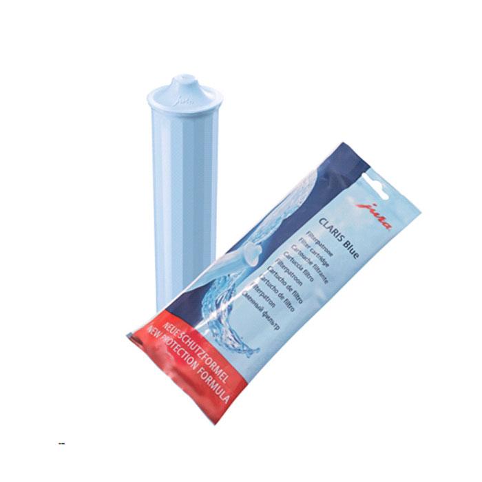 JURA 71311 Claris Blue фильтр71311Сменный фильтр CLARIS Blue превращает жесткую водопроводную воду в идеально чистую для вашего кофе. Кроме того фильтр обеспечит защиту кофемашины от накипи и, при правильном использовании, продлит срок службы Вашей кофемашины.CLARIS Blue был специально разработан для кофемашин JURA. Он имеет шестигранную выемку, которая значительно облегчает его установку в бункер для воды. При очистке воды фильтр работает по принципу восходящего потока. Картридж не содержит каких-либо химических добавок. CLARIS Blue препятствует образованию накипи, очищает воду от примесей тяжелых металлов и других соединений, влияющих на вкусовые качества вашего напитка, при этом сохраняет полезные минеральные вещества и фтористые соединения.Сменный фильтр CLARIS blue был значительно улучшен за счет добавления нового компонента, который обеспечивает стабилизацию карбоната кальция (известковые отложения). Благодаря чему накипь не оседает в систему подачи жидкости даже при частом приготовлении пара. Что очень важно в кофемашинах с технологией One Touch Cappuccino.