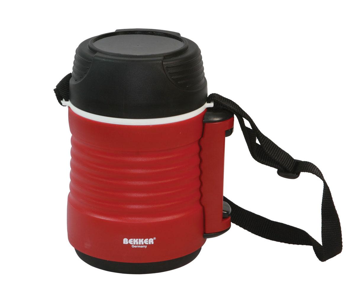 Термоконтейнер Bekker, цвет: красный, 1,2 лBK-4315Удобный термоконтейнер Bekker предназначен для транспортировки и хранения первых и вторых блюд. Благодаря наличию двух дополнительных контейнеров возможно совмещать сразу несколько блюд. Термоконтейнер выполнен из пластика и нержавеющей стали, дополнительные контейнеры изготовлены из пластика. На основном контейнере расположен ремень для более удобной переноски.Характеристики: Материал: нержавеющая сталь, пластик. Размер термокружки: 16 см х 12 см х 22 см. Размер среднего контейнера: 10 см х 10 см х 10 см. Размер маленького контейнера: 10 см х 10 см х 5 см. Объем термокружки: 1,2 л. Объем среднего контейнера: 600 мл. Объем маленького контейнера: 260 мл. Размер упаковки: 15 см х 14 см х 22 см. Артикул: 20432.
