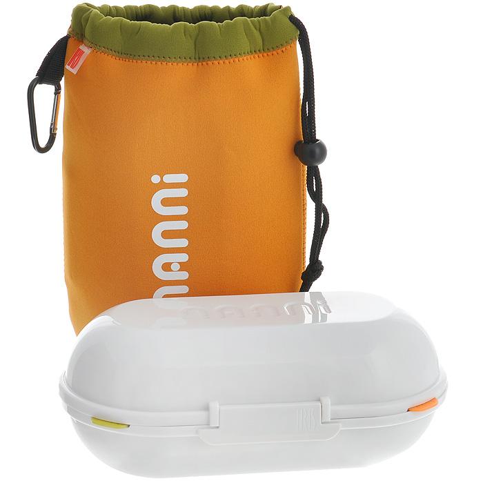 Ланчбокс Iris Barcelona Nanni, с контейнерами и приборами, цвет: оранжевый8419-PЛанчбокс Iris Barcelona Nanni представляет собой пластиковый контейнер с двумя отделениями. Отделения плотно закрываются разноцветными крышками с силиконовыми вставками, что дольше сохраняет еду свежей. Внутри имеется специальная выемка для столовых приборов (ложка, вилка, нож), выполненных из пластика белого цвета. Контейнер закрывается на защелку. Контейнер помещается в неопреновую сумочку оранжевого цвета, затягивающуюся на шнурок. С задней стороны сумки имеется вкладыш для записи имени, адреса и телефона. Сбоку расположена петелька с карабином, за которую ланчбокс можно подвесить к рюкзаку или багажу. Никто даже не догадается, если вы того не захотите, что у вас с собой обед! Такой ланчбокс пригодится где угодно: его можно взять с собой на работу, учебу, прогулку или в поездку. Компактный, но в тоже время функциональный контейнер вместит обед из двух блюд. Он сохранит еду свежей и вкусной, а компактный размер не займет много места в сумке или багаже.Объем отделения: 0,7 л.Размер контейнера (ДхШхВ): 11 см х 22 см х 8 см.Длина вилки/ложки: 14,5 см.Длина ножа: 15 см.Размер сумки (ДхШхВ): 17 см х 26 см х 3 см.