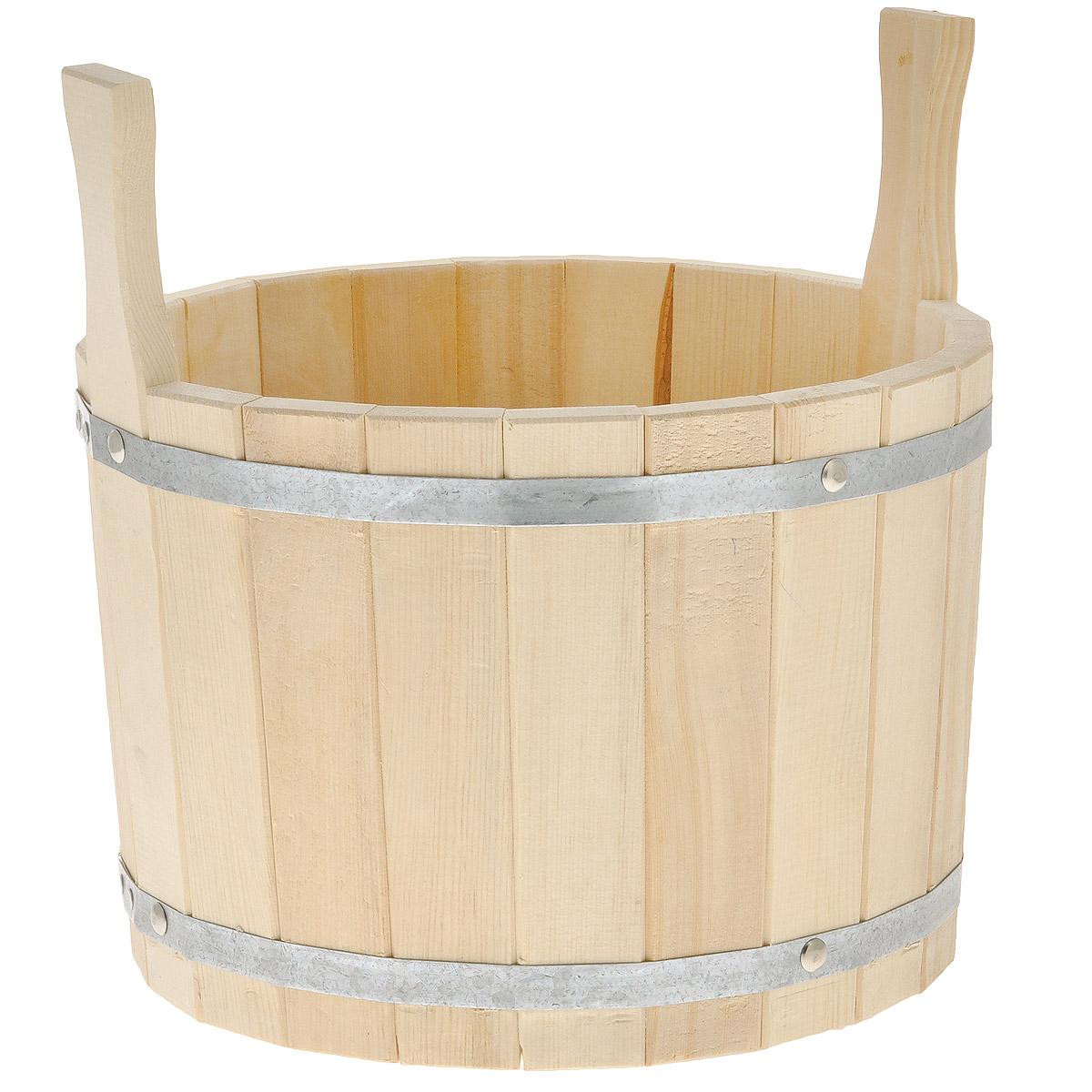 Шайка для бани Доктор Баня, 10 л8316Шайка круглой формы выполнена из брусков кедра, стянутых двумя металлическими обручами. Она прекрасно подойдет для замачивания веника или других банных процедур. Для более удобного использования шайка имеет по бокам две небольшие ручки. Шайка является одной из тех приятных мелочей, без которых не обойтись при принятии банных процедур.Аксессуары для бани и сауны - это те приятные мелочи, которые приносят радость и создают комфорт. Интересная штука - баня. Место, где одинаково хорошо и в компании, и в одиночестве. Перекресток, казалось бы, разных направлений - общение и здоровье. Приятное и полезное. И всегда в позитиве. Характеристики:Материал: дерево (кедр), металл. Объем шайки: 10 л. Диаметр шайки по верхнему краю: 30 см. Высота шайки (без учета ручек): 21,5 см. Длина ручек: 10 см.
