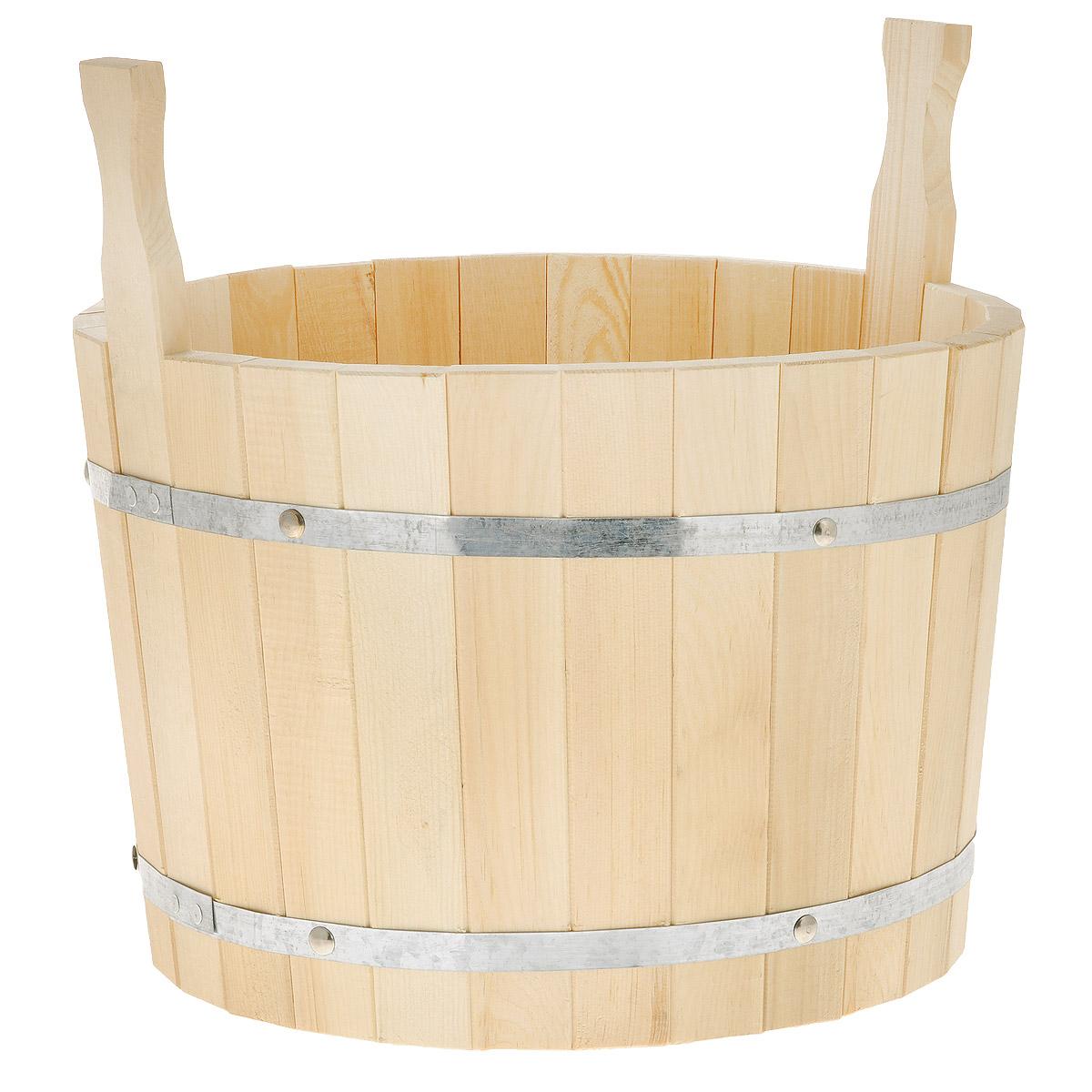 Шайка для бани Доктор Баня, 20 л8318Шайка круглой формы выполнена из брусков кедра, стянутых двумя металлическими обручами. Она прекрасно подойдет для замачивания веника или других банных процедур. Корпус шайки состоит из металлических обручей стянутых клепками. Для более удобного использования шайка имеет по бокам две небольшие ручки. Шайка является одной из тех приятных мелочей, без которых не обойтись при принятии банных процедур.Аксессуары для бани и сауны - это те приятные мелочи, которые приносят радость и создают комфорт.Интересная штука - баня. Место, где одинаково хорошо и в компании, и в одиночестве. Перекресток, казалось бы, разных направлений - общение и здоровье. Приятное и полезное. И всегда в позитиве. Характеристики:Материал: дерево (кедр), металл. Объем шайки: 20 л. Диаметр шайки по верхнему краю: 37 см. Высота шайки (без учета ручек): 26 см. Длина ручек: 11 см.
