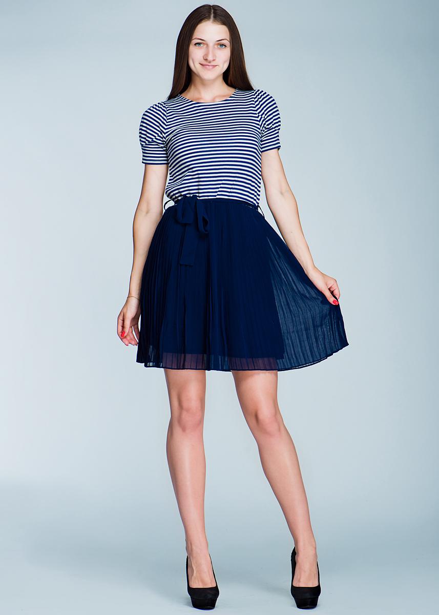 Платье Ginger+Soul, цвет: синий, белый. 132C7-1-1G. Размер L (48)132C7-1-1G BОчаровательное платье Ginger+Soul, изготовленное из высококачественного материала, очень приятное на ощупь, не раздражает даже самую нежную и чувствительную кожу, обеспечивая наибольший комфорт.Модель с короткими рукавами и с круглым вырезом горловины, на талии подвязывается текстильным пояском. В таком наряде вы безусловно привлечете восхищенные взгляды окружающих.