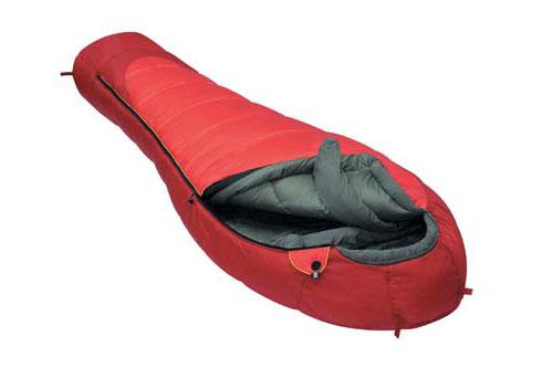 Спальный мешок Alexika Iceland, цвет: красный, левосторонняя молния. 9228.010629228.01062Спальник Alexika Iceland представляет собой самую недорогую модель спального мешка на рынке среди зимних спальников. Благодаря хорошим свойствам утеплителя APF-Isoterm 3D вы можете спать спокойно, в тепле и комфорте даже при низких температурах. Сам мешок довольно просторный, и в случае, если вы используете его при температурах более низких (температура экстрима -32°С), вы можете надеть на себя дополнительную одежду. Внутренняя ткань капюшона - Soft Micro Polyester Diamond RipStop H2O, прекрасно защищает от влаги и ветра, но в то же время позволяет вентилировать воздух, не заставляя вас мучиться от духоты. Подобно всем моделям спальников от Alexika, данная модель также снабжена лентой, предохраняющей попадание ткани в молнию при застегивании, отделение в капюшоне для подушки или какой-либо другой вещи для подкладки под голову, теплый воротник, полностью обхватывающий шею на 360 градусов. Еще приятными мелочами являются наличие внутри спальника сетчатого кармана, а также петелек для сушки и светоотражающего ярлыка на треугольном клапане. Особенности: Форма спального мешка в виде короба 3D. Отделение под подушку с двумя входами. Мягкий валик вдоль окна капюшона. Лента от закусывания молнии. Удобные затяжки разного цвета и формы. Сетчатый внутренний карман. Внутренняя ткань капюшона Soft Micro Polyester Diamond RipStop.Анатомический капюшон. Теплый воротник с обхватом 360 градусов. Люминесцентная петля на замке молнии. Возможность состегивания спальников, имеющих молнии с правой и левой стороны. Петли для сушки. На треугольном клапане круглая липучка и светоотражающий ярлык. Утеплитель сформирован в пакеты, смещённые относительно друг друга на половину ширины пакета, что предотвращает проникновение холодного воздуха через швы.Размер в чехле: 45/35 см x 28 см. Внешняя ткань верх: Polyester 190T. Внешняя ткань низ: Polyester 190T Diamond RipStop PU 250 mm H2O. Внутренняя ткань: Polye