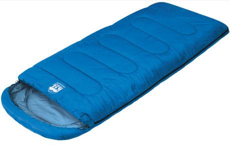 Спальный мешок-одеяло KSL Camping Comfort Plus, цвет: синий, правосторонняя молния. 6254.010516254.01051Любой турист знает, как важно перед вылазкой на природу заранее продумать вопрос ночевки. Причем стоит помнить, что даже в летнюю пору нередко случаются прохладные ночи. И вот здесь незаменимой вещью окажется качественный спальник. Один из таких вариантов предлагает компания KSL. Выпускаемый ею кемпинговый спальник-одеяло с подголовником Camping Comfort Plus можно смело назвать лучшим выбором для туриста, привыкшего к удобству.Мешок рассчитан на использование в теплое время года . Внешняя ткань данной модели - полиэстер, внутренняя - натуральный и мягкий хлопок, который очень приятен на ощупь. Между этими слоями ткани находится два слоя синтетического наполнителя.Весит спальник Camping Comfort Plus 1,9 кг. При этом спальник отличается солидной вместительностью. В нем будут себя комфортно чувствовать даже люди с габаритами несколько выше средних, мешок не стесняет движений и позволяет принимать во сне любое положение. При необходимости спальный мешок превращается в удобное одеяло, которым можно укрыться двоим людям или же накрыть им палатку. Размер в чехле: 47 см x 24 см.Внешняя ткань верх: Polyester 190T.Внешняя ткань низ: Polyester 190T.Внутренняя ткань: Polycotton.Утеплитель: APF-Isoterm 3D.