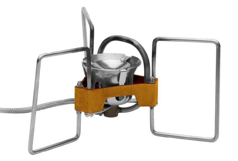 Бензиновая портативная горелка Fire-Maple Turbo. FMS-F5FMS-F5Портативная горелка Turbo FMS-F5- самая легкая бензиновая горелка в мире!Эта портативная бензиновая горелка подходит для любых походов и экспедиций. Горелка компактная и занимает минимум места в багаже. Сила пламени регулируется просто и легко. Поставляется вместе с легким и компактным насосом, а также с емкостью для топлива модели FMS-330, легкой и герметичной, пригодной для любых походов. Сверхкомпактный дизайн ножек обеспечивает дополнительную устойчивость. Прочная конструкция не позволит горелке деформироваться или сломаться, так как портативная бензиновая горелка Turbo FMS-F5 выдерживает до 80 кг! Легкий и ударостойкий насос с гибкой ручкой. Чтобы использовать горелку для подогрева объемной посуды, следует максимально широко раскрыть опоры. Подходит для любого типа путешествий от легкого трекинга до экстремальных походов. Размеры:в разложенном виде: диаметр 178 мм, высота 84 мм; в сложенном виде: диаметр 80 мм, высота 84,5 мм.Вес: 179,5 г - горелка, 47,7 г - насос, 91,1 г - емкость для топлива 330 мл. 1 литр воды закипает за 3 минуты 50 секунд! При условиях: (ГОСТ 2939-63) Атмосферное давление 760 мм рт. ст., температура воздуха 20°С, влажность 0%, температура воды 20°С.Расход топлива: емкости для топлива 330 мл хватает на 1 час работы горелки.
