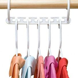Платформа для вешалок Bradex Цепочка, 8 штTD 0035Благодаря платформе для вешалок Bradex Цепочка, в вашем шкафу поместится в 3 раза больше одежды, так как это приспособление экономит пространство в гардеробе, компактно структурируя его содержимое. На одной такой платформе расположено по пять крючков, а сама Цепочка изготовлена из прочного пластика, поэтому выдержит даже тяжелую зимнюю одежду (пальто, куртки и т.п.). Платформа для вешалок обеспечит порядок среди вашей одежды и легкий доступ к нужной вещи. В комплекте 8 платформ и инструкция на русском языке.