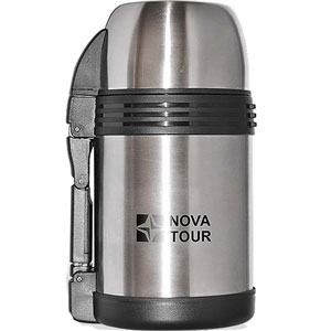 """Современный и функциональный термос NOVA TOUR """"Биг Бэн 1200"""" с широким горлом, выполненный из пищевой нержавеющей стали. Имеет поворотный клапан (достаточно повернуть пробку на пол-оборота чтобы налить содержимое из термоса). Клапан дает возможность при наливании не открывать термос целиком для меньшего охлаждения содержимого. Складная пластмассовая рукоятка для удобства наливания содержимого. Регулируемый ремешок для переноски термоса в комплекте. Имеет дополнительную пластиковую миску под крышкой термоса."""