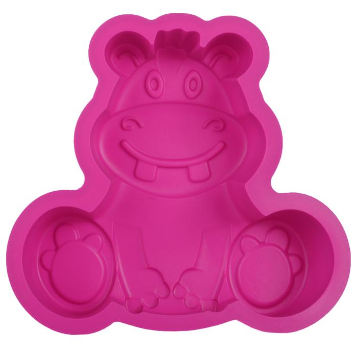 Форма для выпечки Бегемот, цвет: розовый. 842-024842-024Форма для выпечки Бегемот изготовлена из силикона розового цвета - материала, который выдерживает температура от -22°С до +250°С. Изделия из силикона очень удобны в использовании: пища в них не пригорает и не прилипает к стенкам, легко моется. Изделие обладает эластичными свойствами: складывается без изломов, восстанавливает свою первоначальную форму. Подходит для приготовления в микроволновой печи и духовом шкафу при нагревании до +250°С; для замораживания до -22°С и чистки в посудомоечной машине. Рекомендации по использованию: - не помещайте форму непосредственно на источник тепла (открытый огонь, гриль), - не используйте нож для резки продуктов в форме, - не используйте для чистки абразивные средства, скребки и щетки. Характеристики:Материал: силикон. Цвет: розовый. Размер формы: 19 см х 20 см. Изготовитель: Китай.